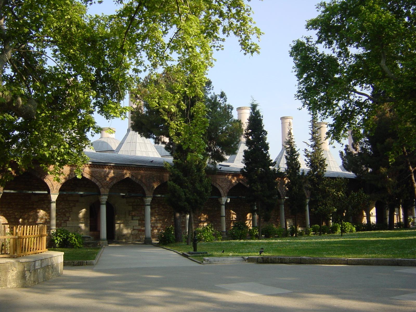 File 4276 istanbul topkapi giardini esterni a d for Giardini esterni foto