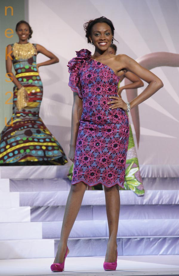 File:African woman purple dress.jpg - Wikimedia Commons