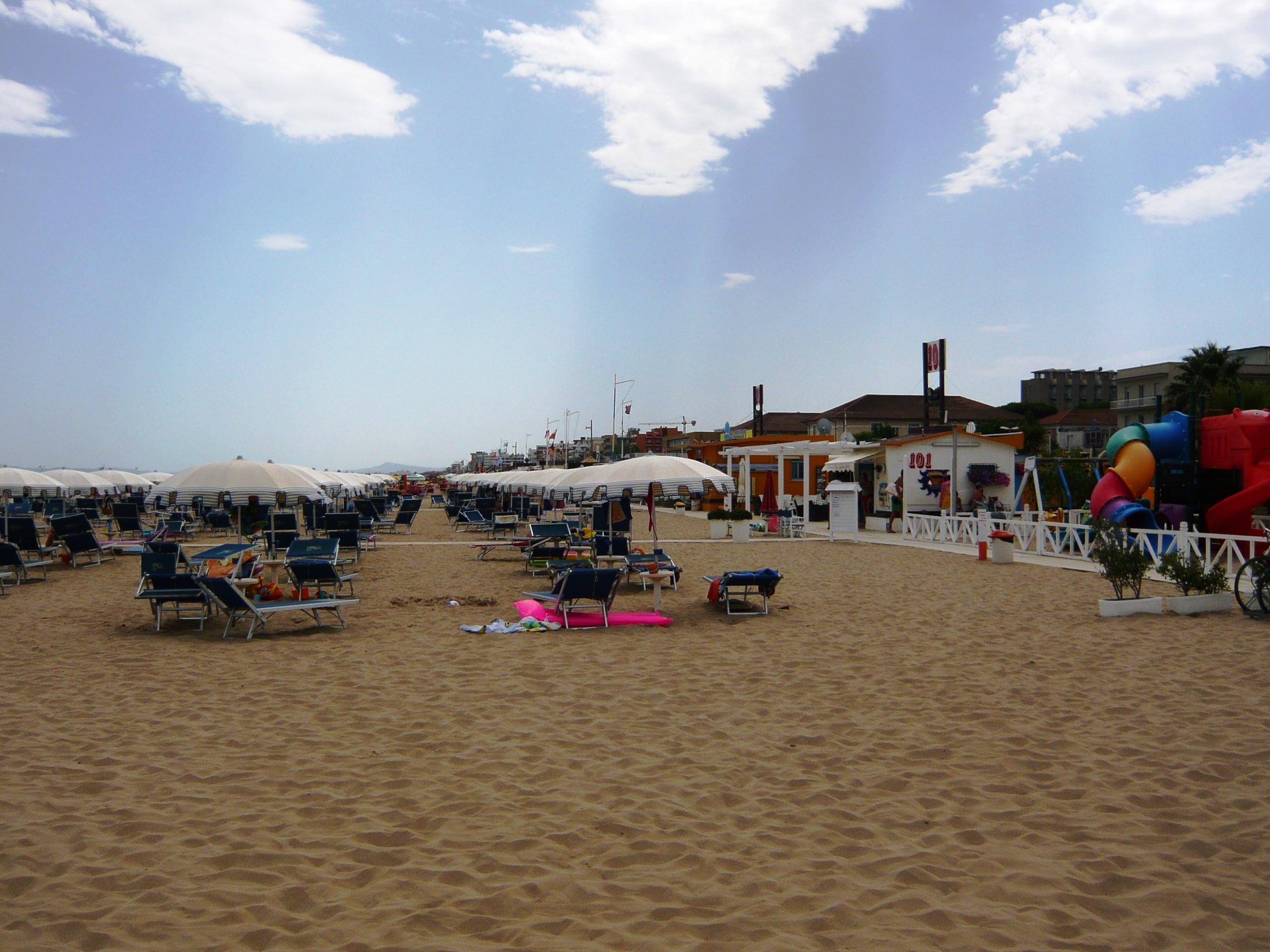 File:Al bagno 100 di Marebello di Rimini 4 - panoramio.jpg ...