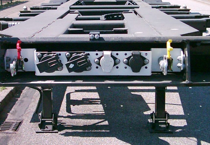 connectors on a european heavy duty trailer