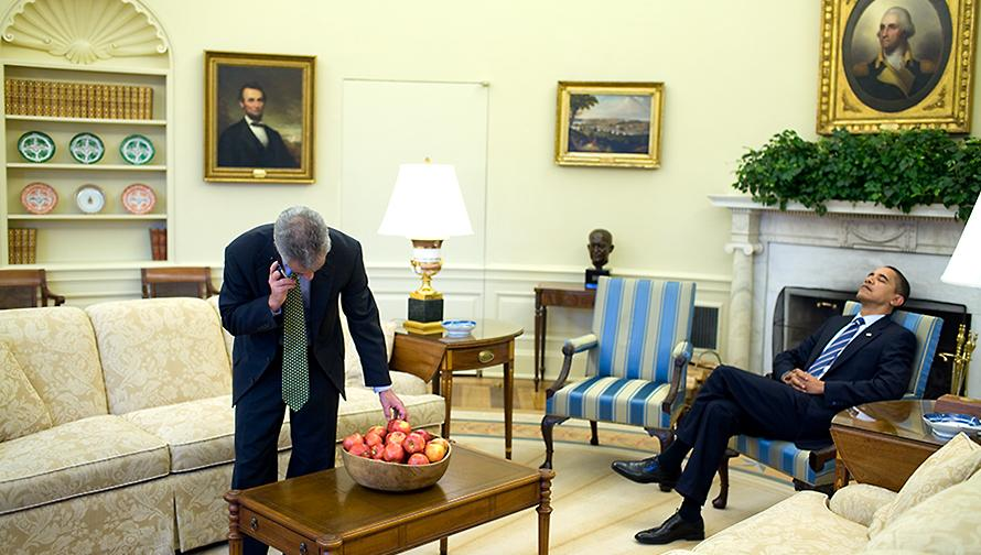 File Barack And Rahm Emmanuel In The Oval Office Jpg