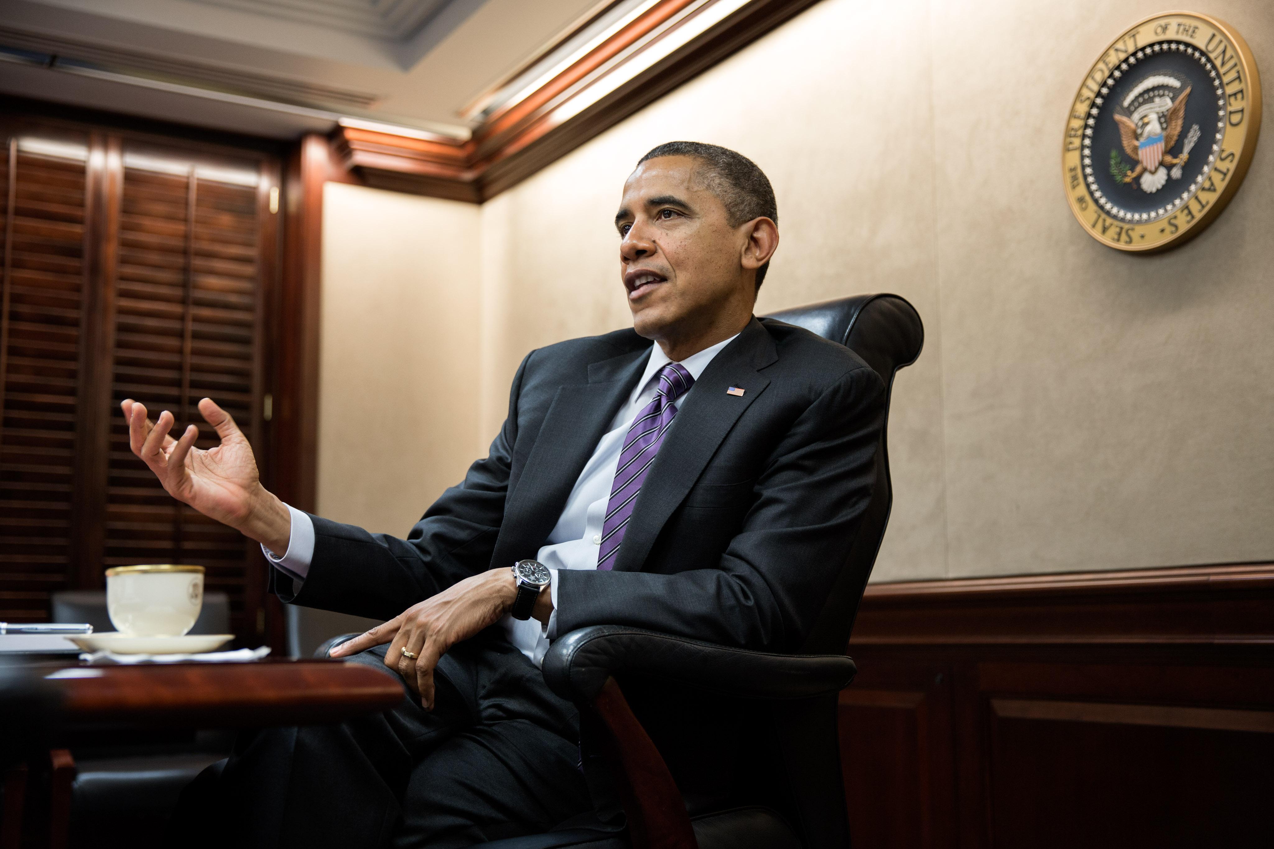 Description Barack Obama in the Situation Room.jpg