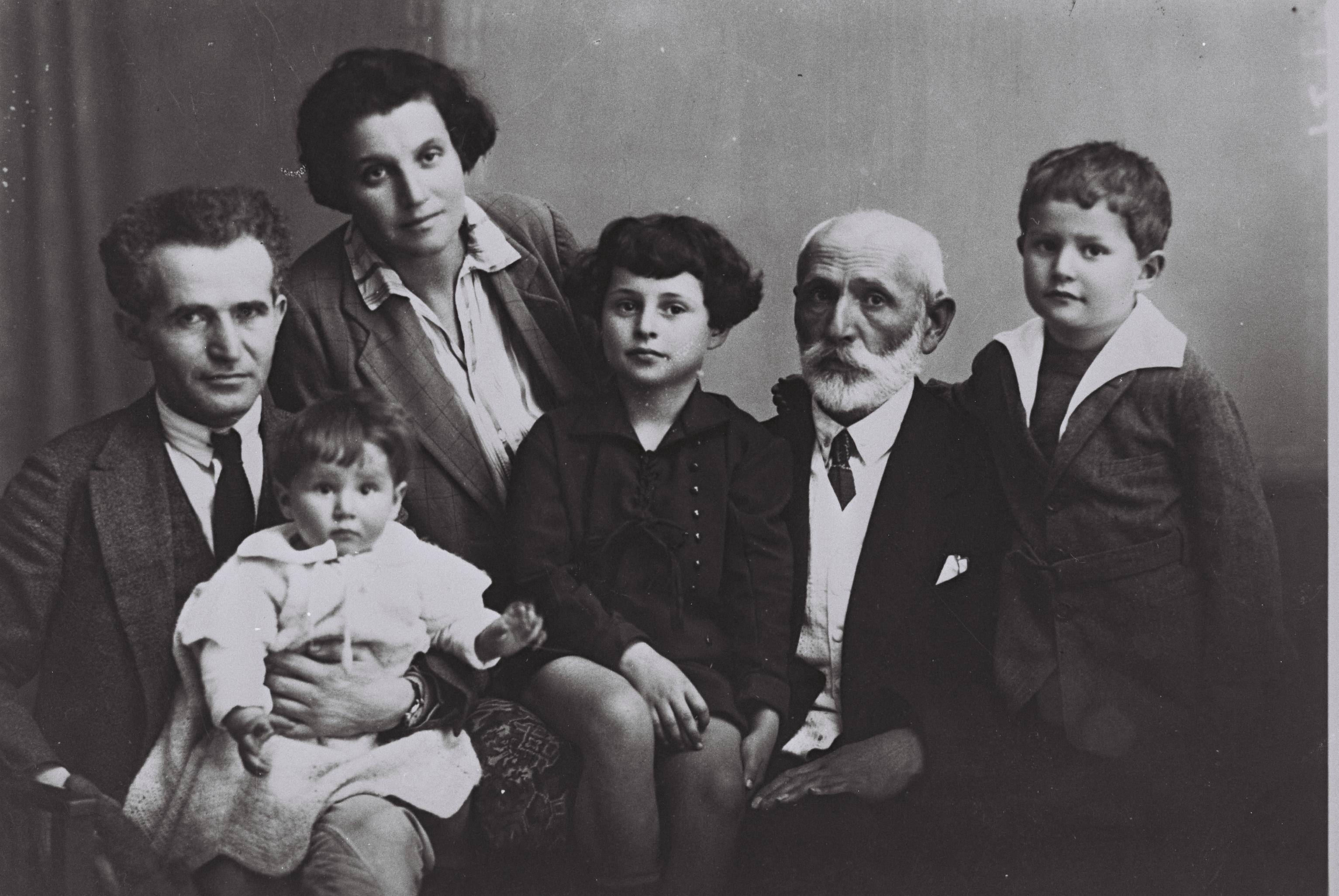 קובץ:Ben Gurion Family 1929.jpg