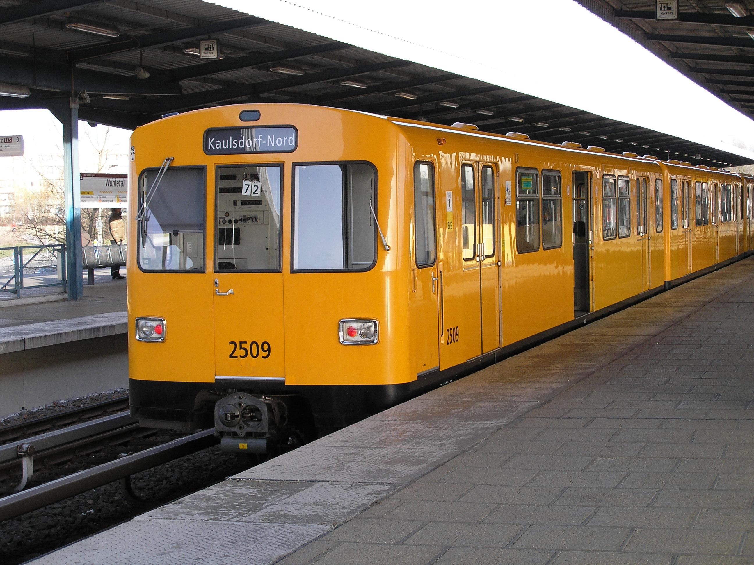 Berliner_U-Bahn_nach_Kaulsdorf-Nord_%28Baureihe_F74%29 Verwunderlich Lampen Für Den Garten Dekorationen