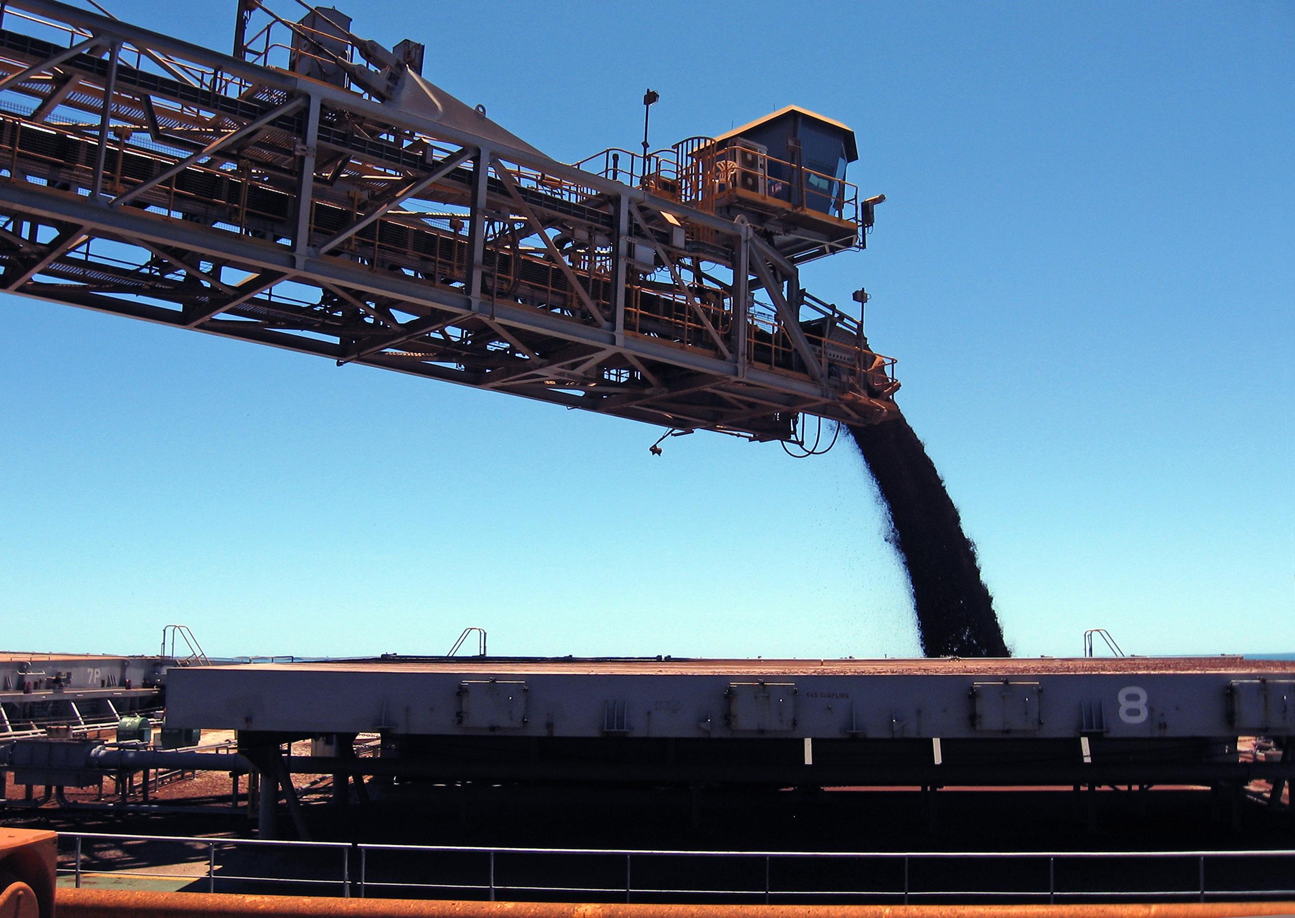 File:CSIRO ScienceImage 11678 A Rio Tinto iron ore shiploader in