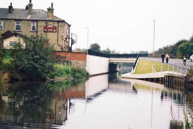 Canal Road Bridge, Rochdale Canal, Littleborough - geograph.org.uk - 840515