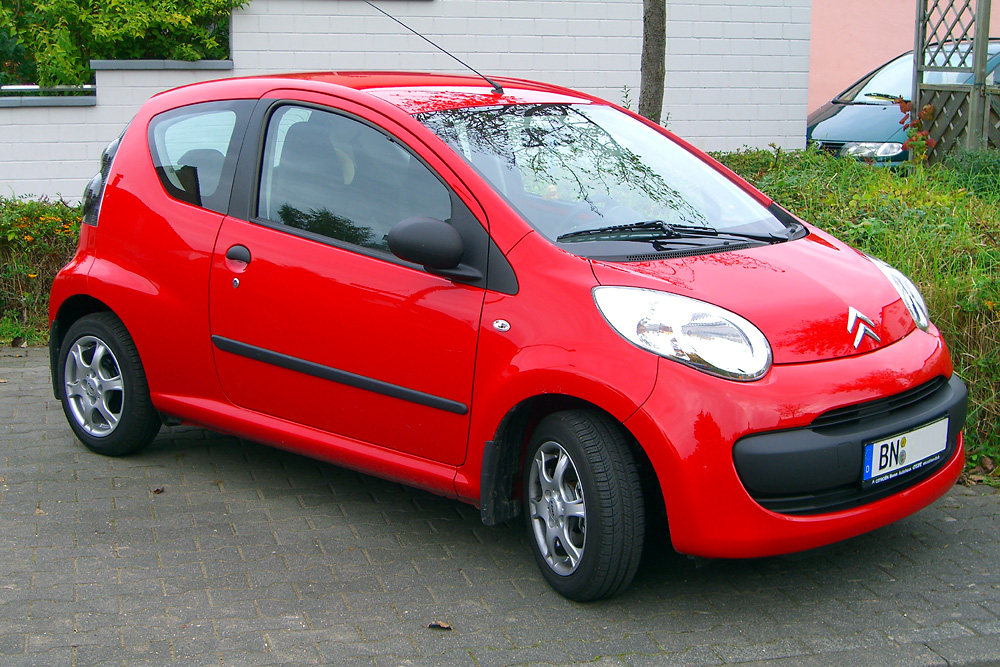 Toyota Aygo, Peugeot 107, and Citroen C1 are all the same car | Super ...