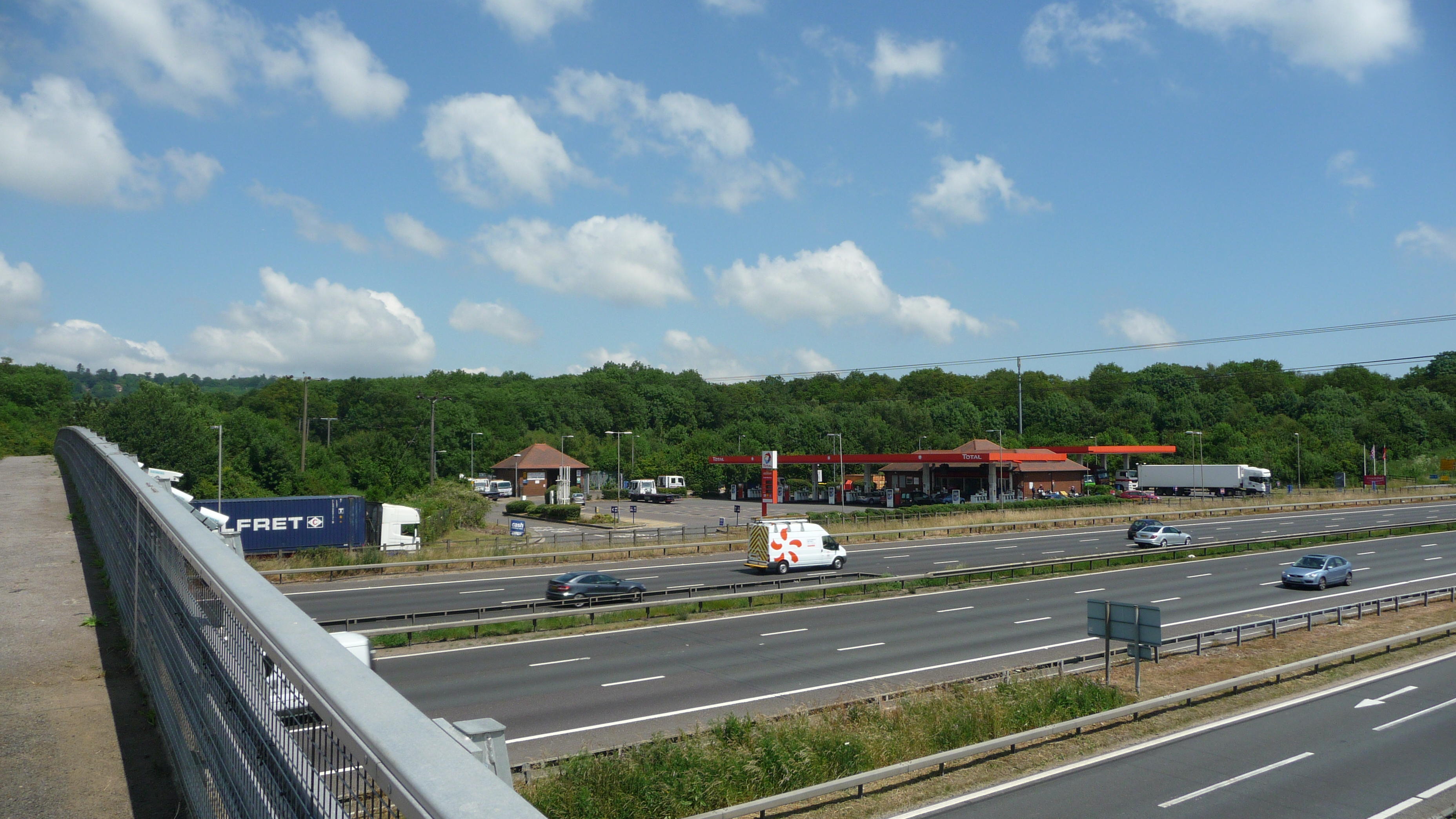 M25 clacket lane services