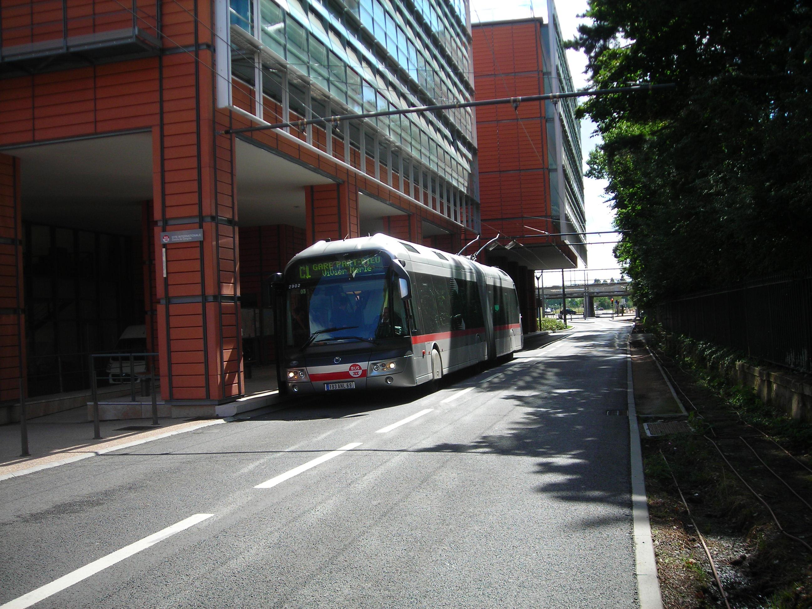 File cristalis lyon c1 wikimedia - Lyon to geneva bus ...