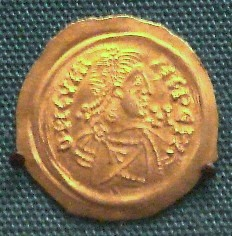 A coin of Cunipert (688-700), king of the Lombards, minted in Milan.
