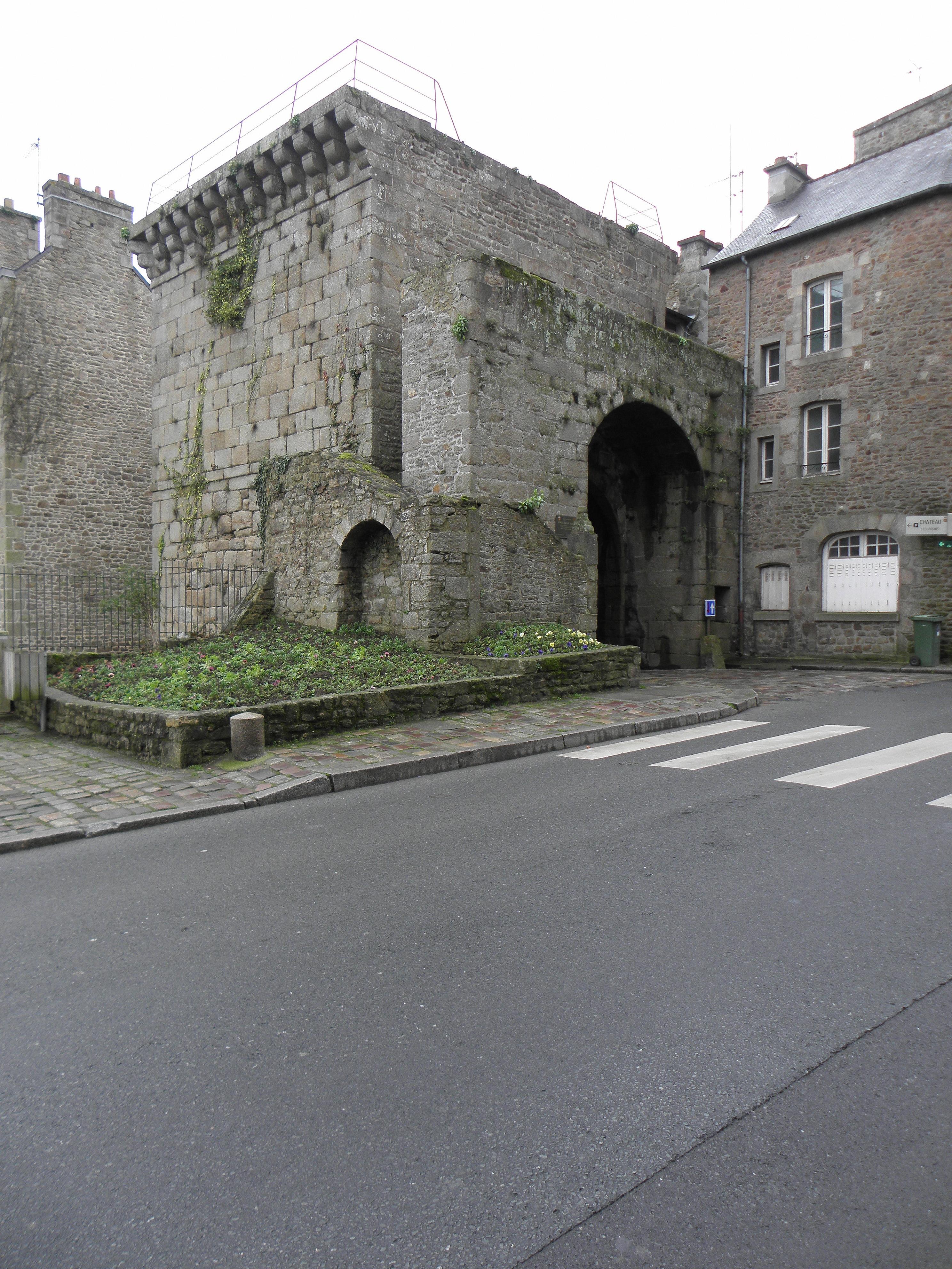 File dinan 22 remparts porte saint louis 01 jpg for Porte st louis
