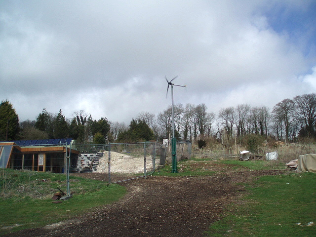 File:Earthship in Stanmer Park - geograph.org.uk - 1272593.jpg