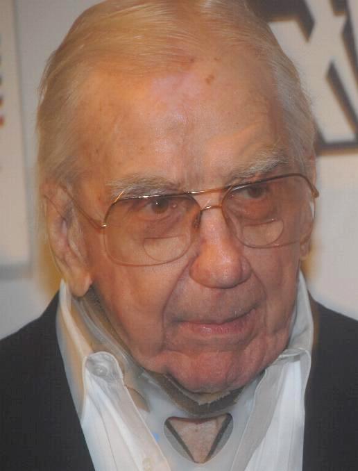 http://upload.wikimedia.org/wikipedia/commons/c/c3/Ed_McMahon_lf.jpg