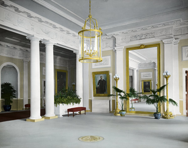 File:Entrance Hall 1904