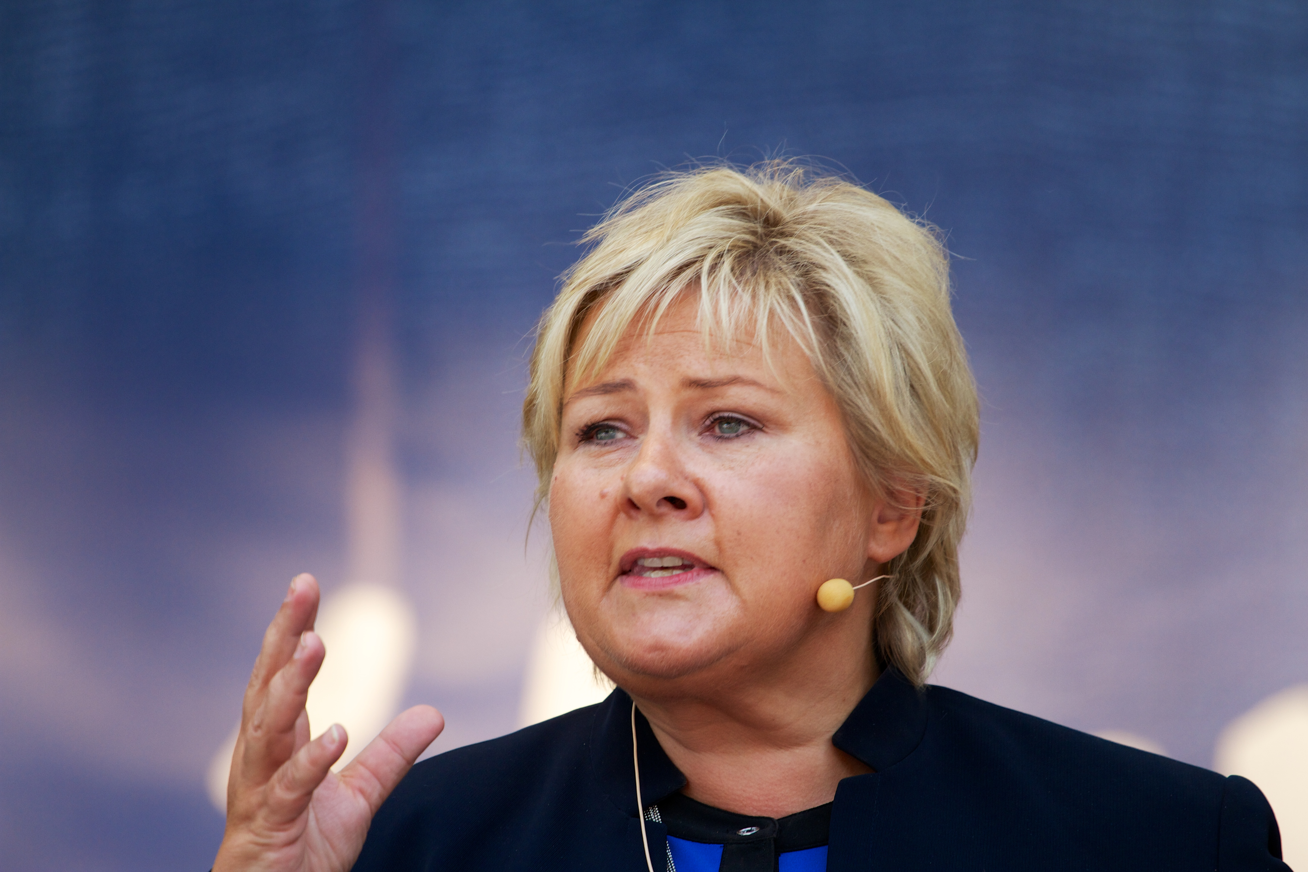 https://upload.wikimedia.org/wikipedia/commons/c/c3/Erna_Solberg_-_2013-08-10_at_13-01-26.jpg