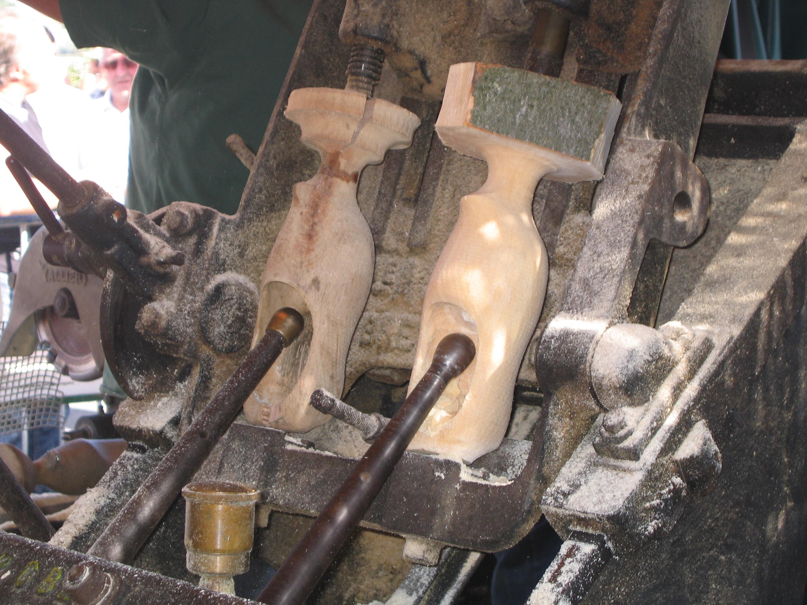 File fabrication d 39 un sabot en bois tape 4 jpg - Fabrication d un bureau en bois ...