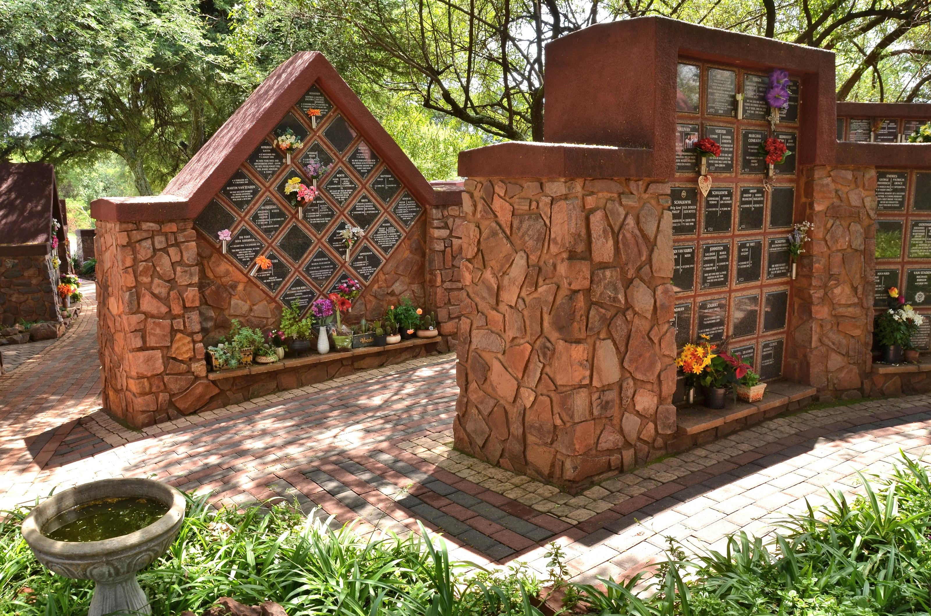 File:Garden of Remembrance VTM 03.jpg - Wikimedia Commons