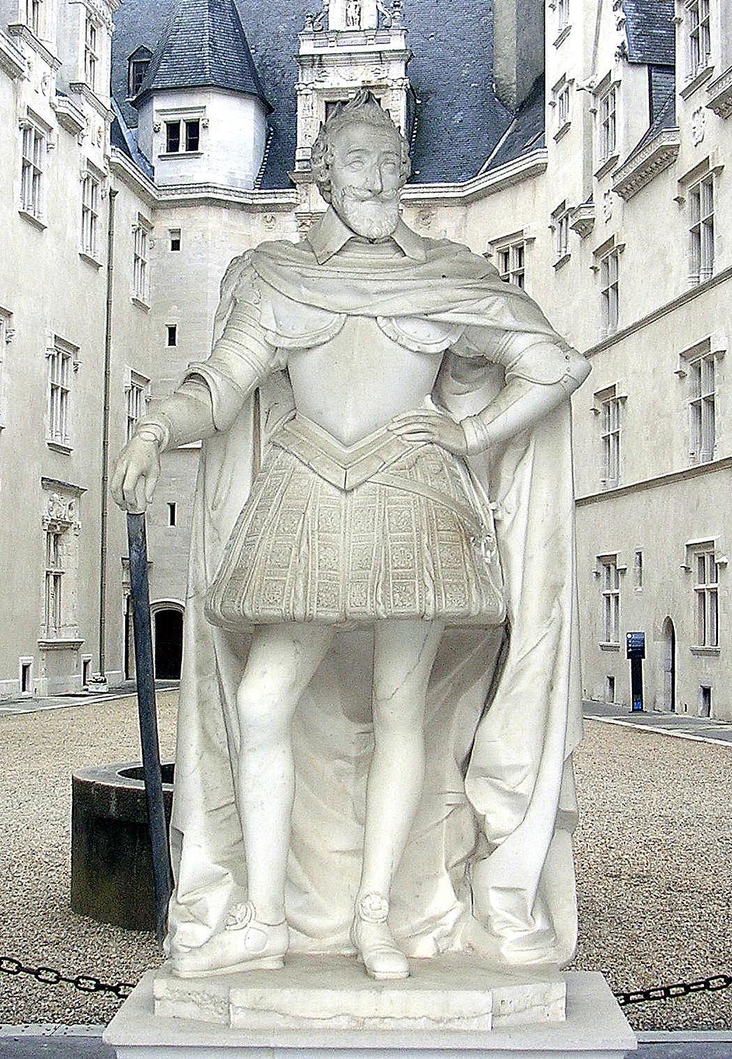http://upload.wikimedia.org/wikipedia/commons/c/c3/Henri_IV_Pau.JPG