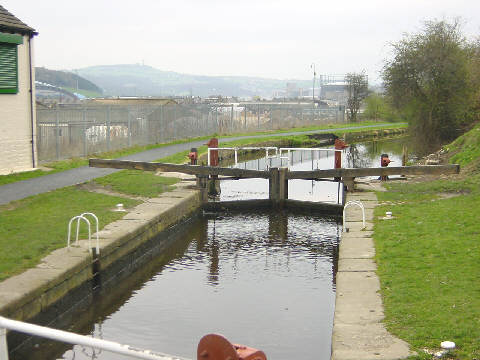 Huddersfield Broad Canal - geograph.org.uk - 2236