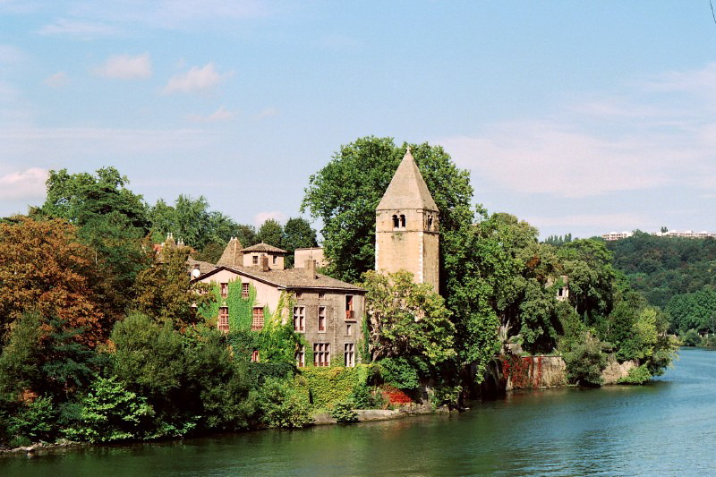 File:Ile Barbe - Lyon.jpg