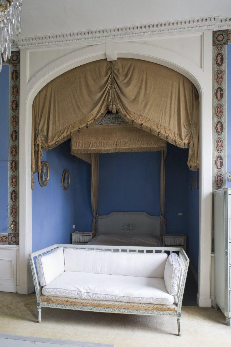 File interieur zitbank voor nis met het historisch hemelbed het blauwe hemelbed in de blauwe - Blauwe kamer kind ...