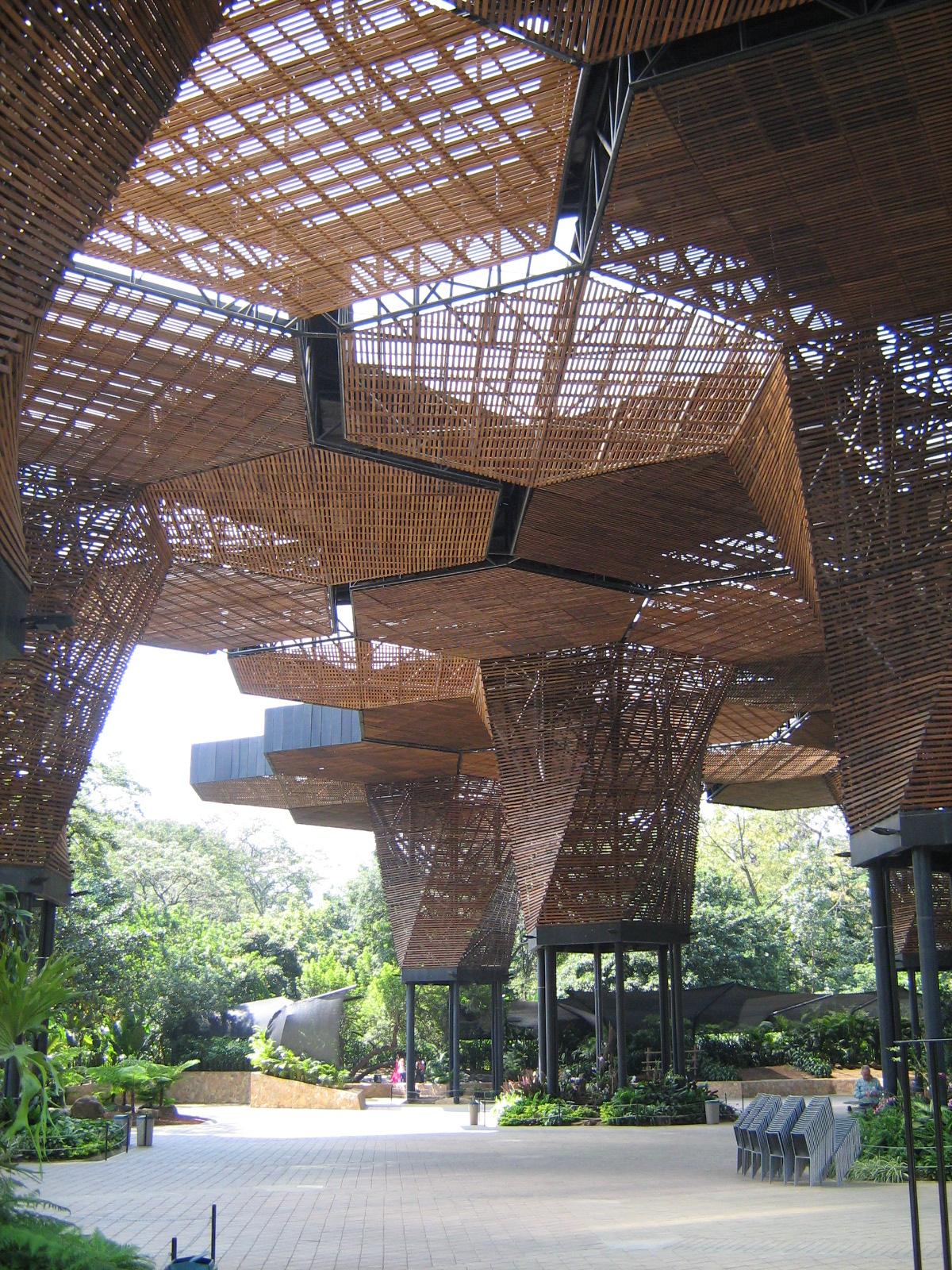File jardin botanico de medellin orquideorama 11 jpg for Bodas en el jardin botanico medellin