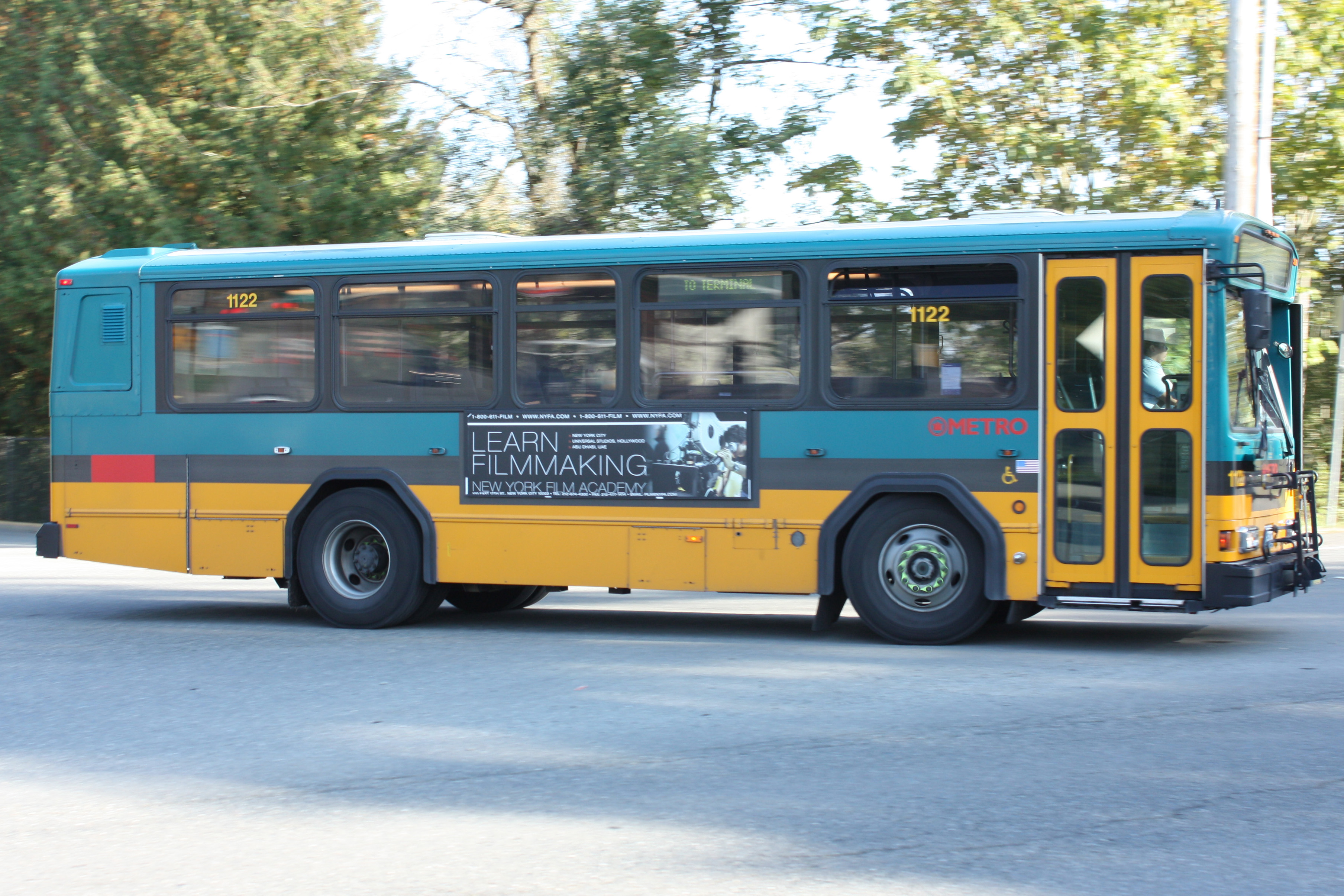File:King County Metro Gillig PHANTOM 1122.jpg