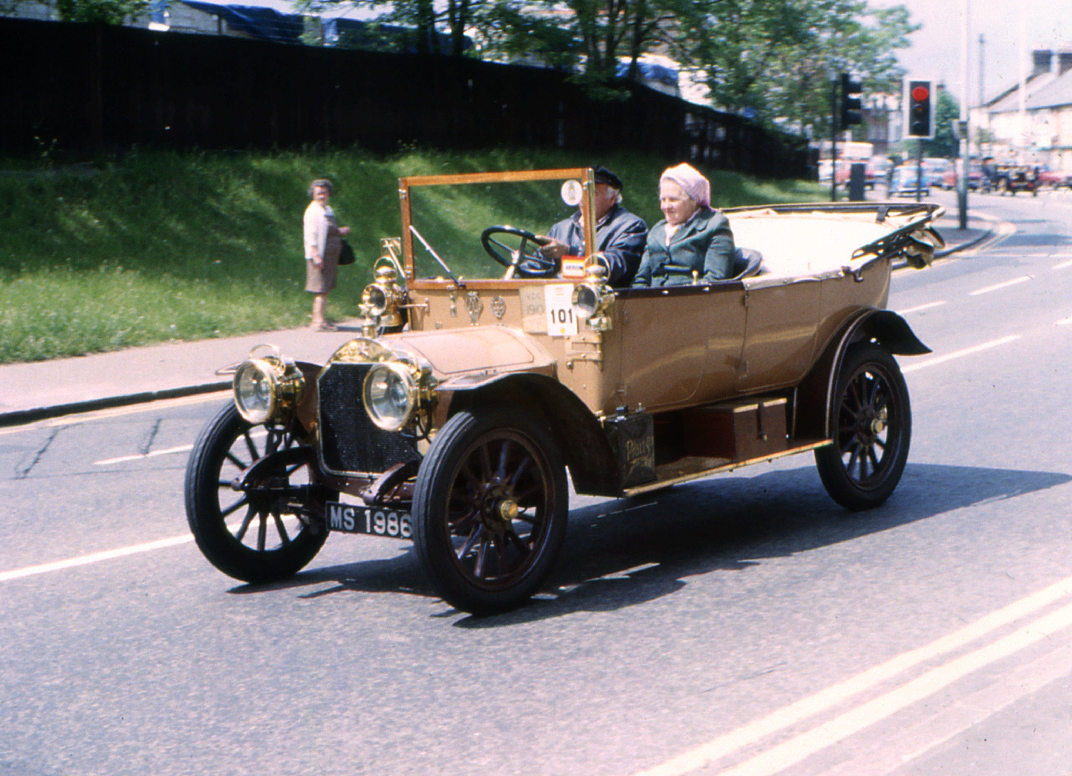 File:MS 1986, Veteran car run, Micklefield, High Wycombe, 1980.jpg ...