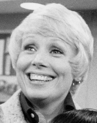 Mary Tyler Moore Show 1975 (cropped)