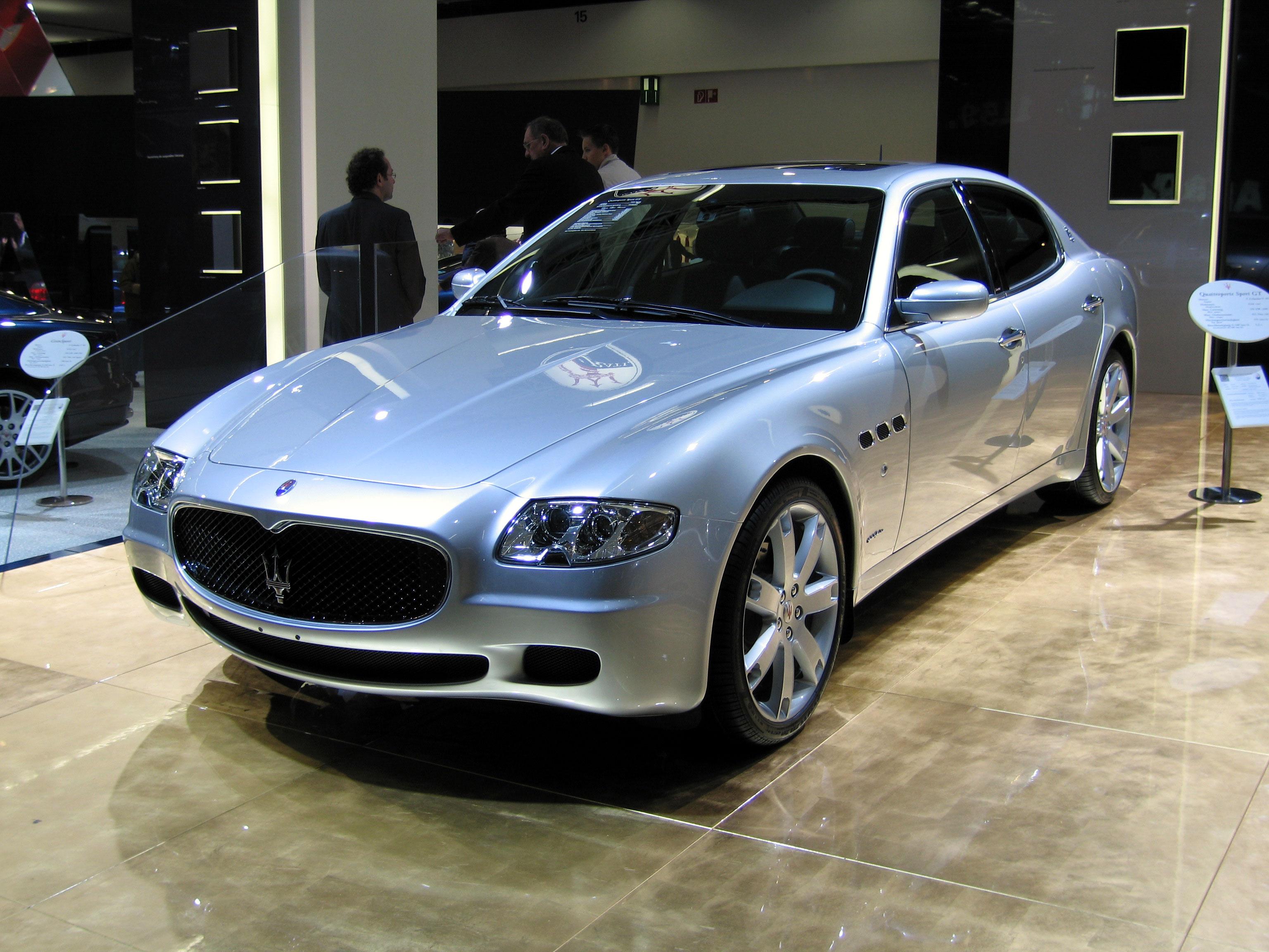 Maserati Quattroporte (IAA 2005).jpg