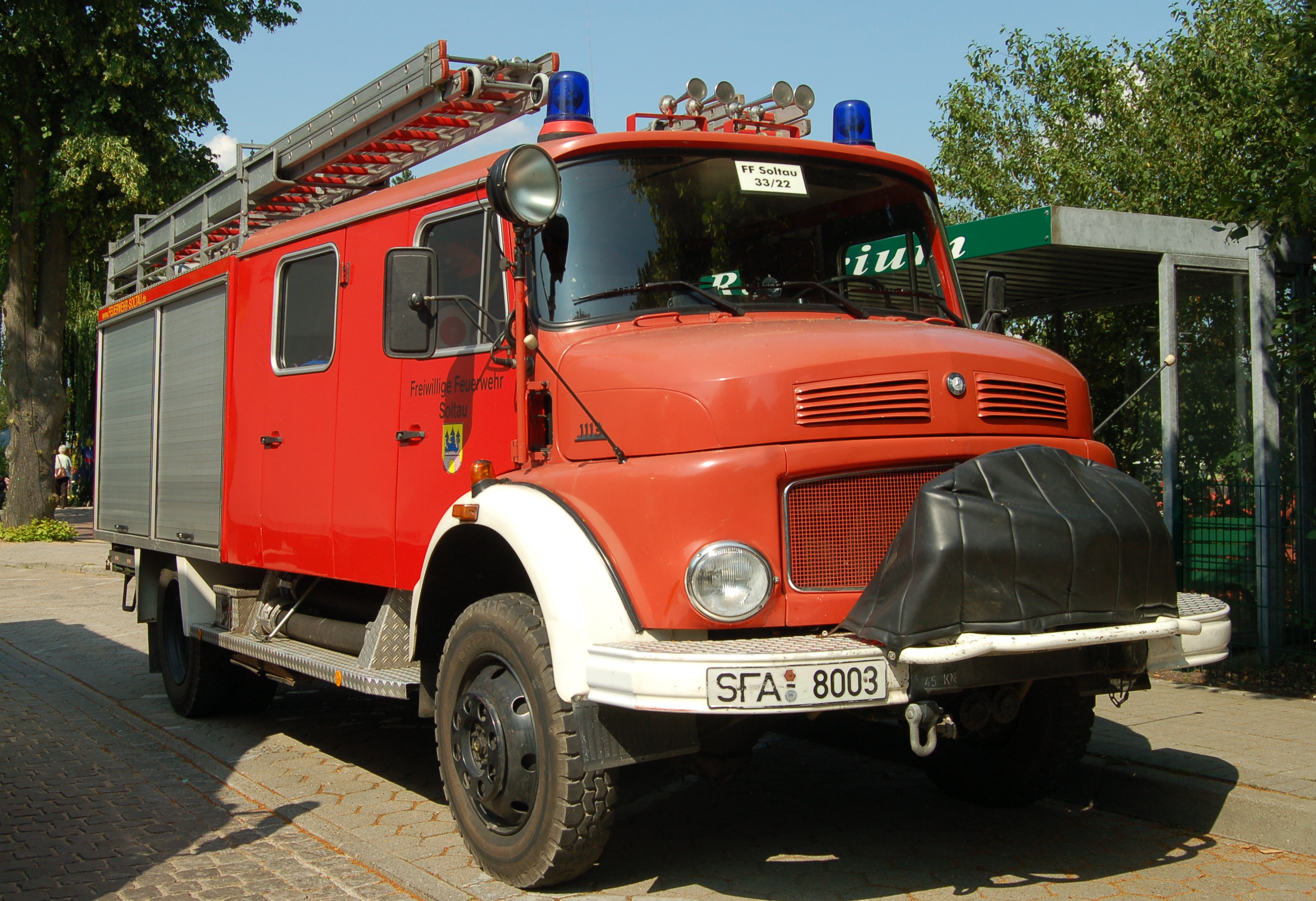 File:Mercedes-Benz LAF 1193 1985.jpg