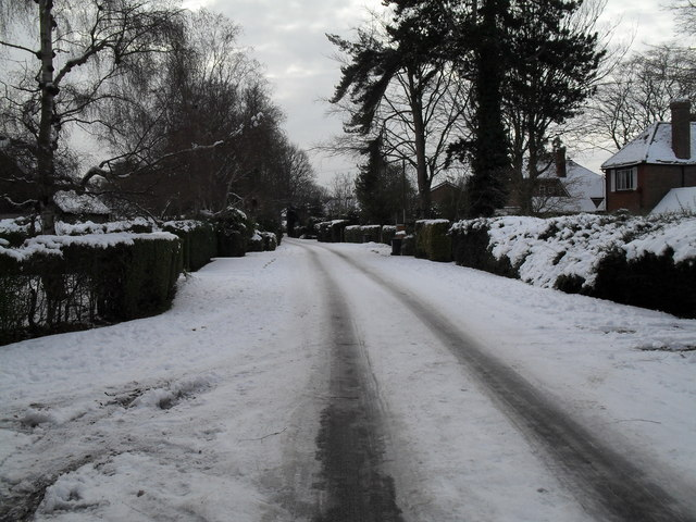 File:Mid section of a snowy Wade Court Road - geograph.org.uk - 1672089.jpg