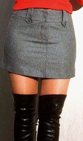 Sans culotte dans le magasin de chaussure upskirt no panties - 3 part 2