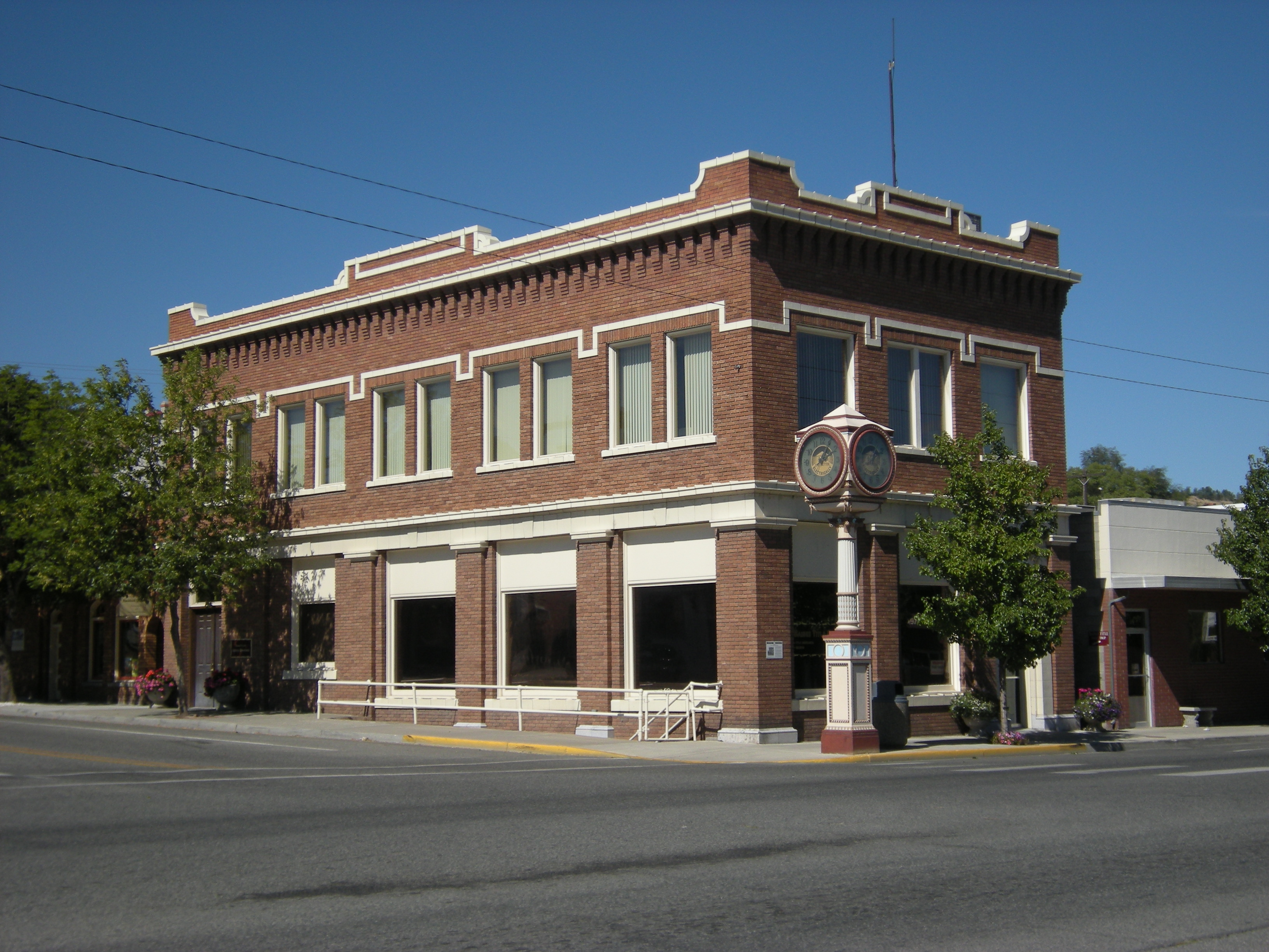 File:Okanogan, WA - Commercial Building.jpg