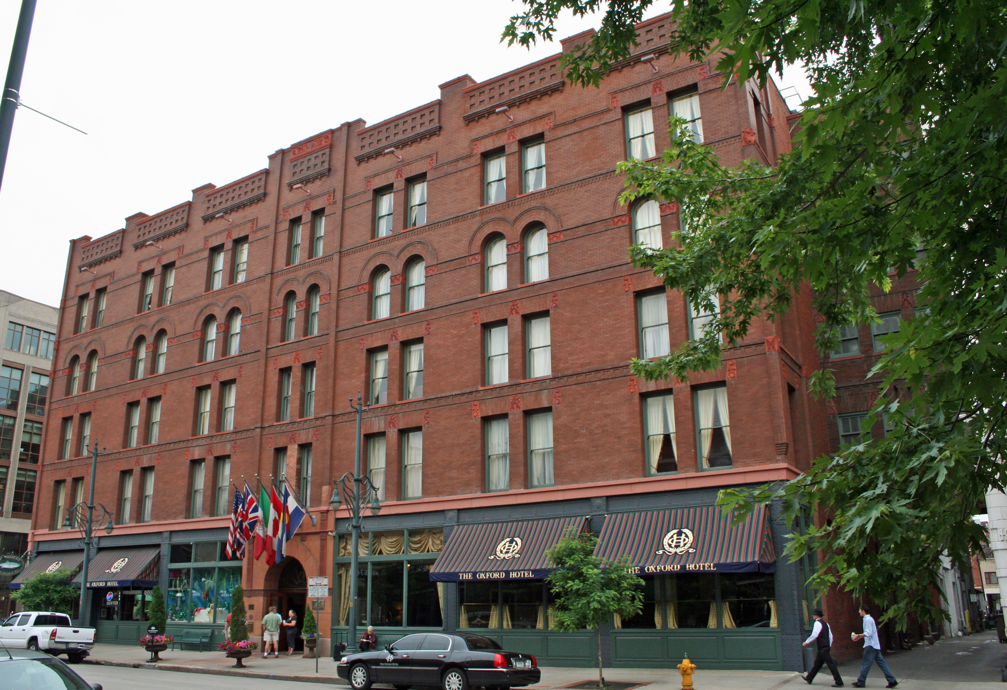 Old Hotels: The Oxford in Denver