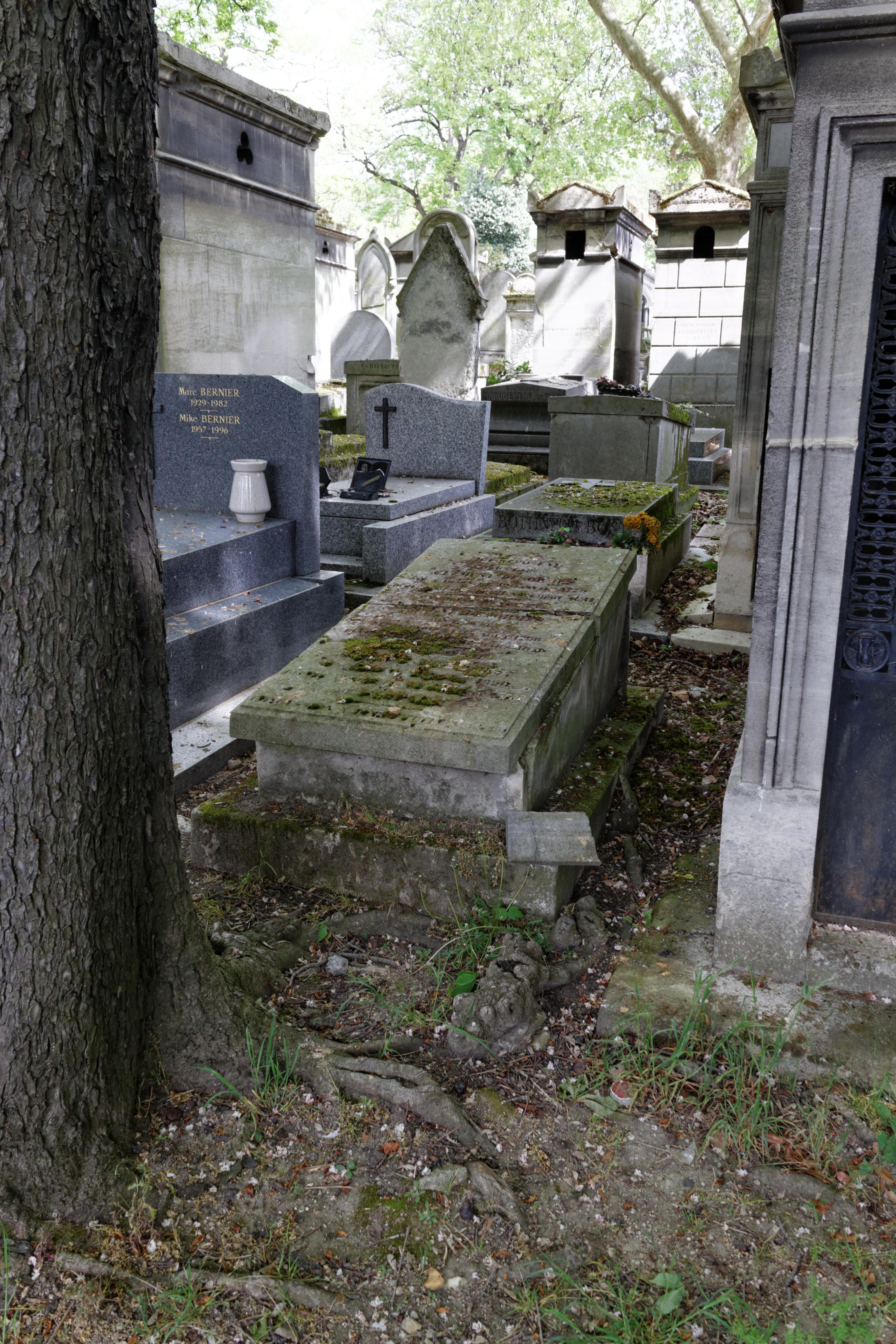 Grave at [[Père Lachaise Cemetery]]