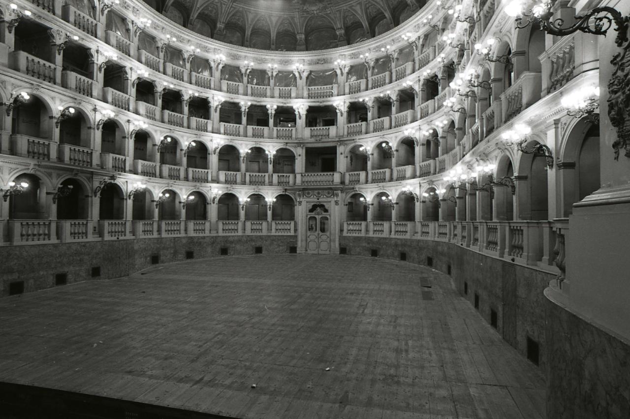 file paolo monti servizio fotografico bologna 1980