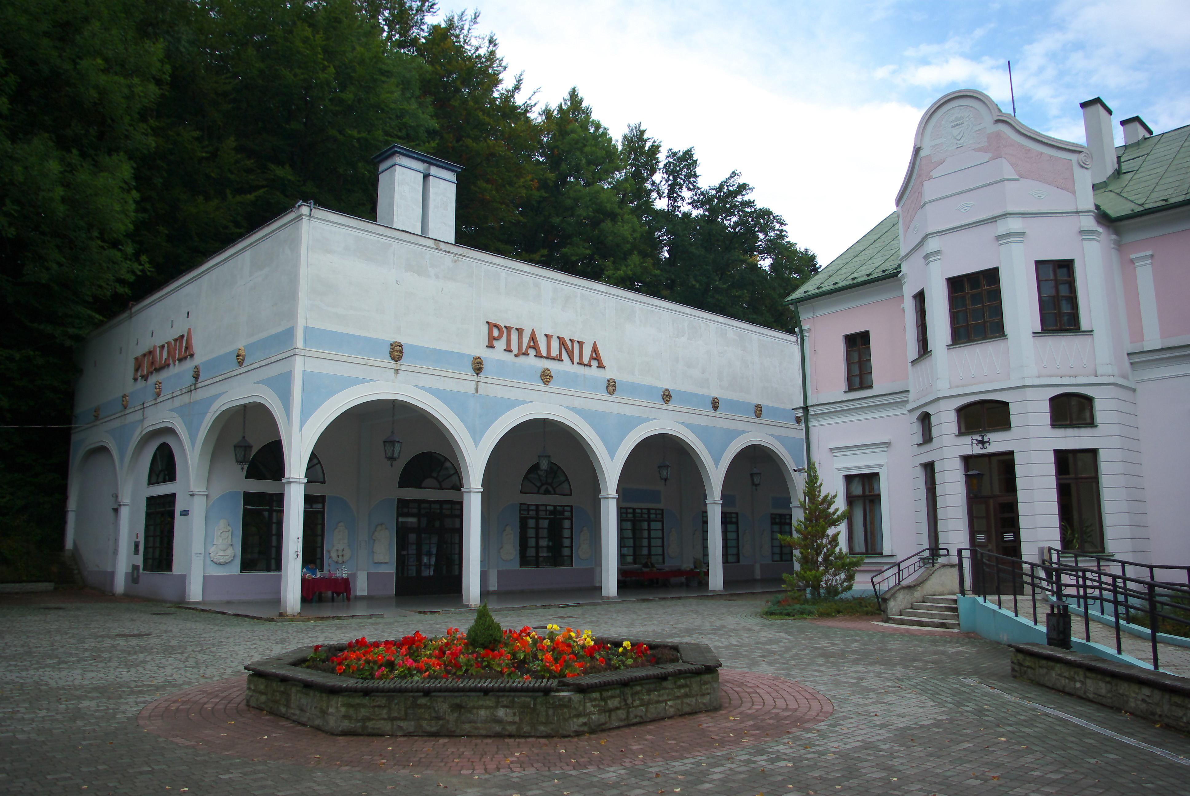 Filepijalnia Wód Mineralnych And Stare łazienki In Iwonicz