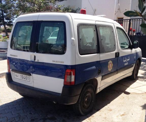 File:Police car in Tunisia.jpg