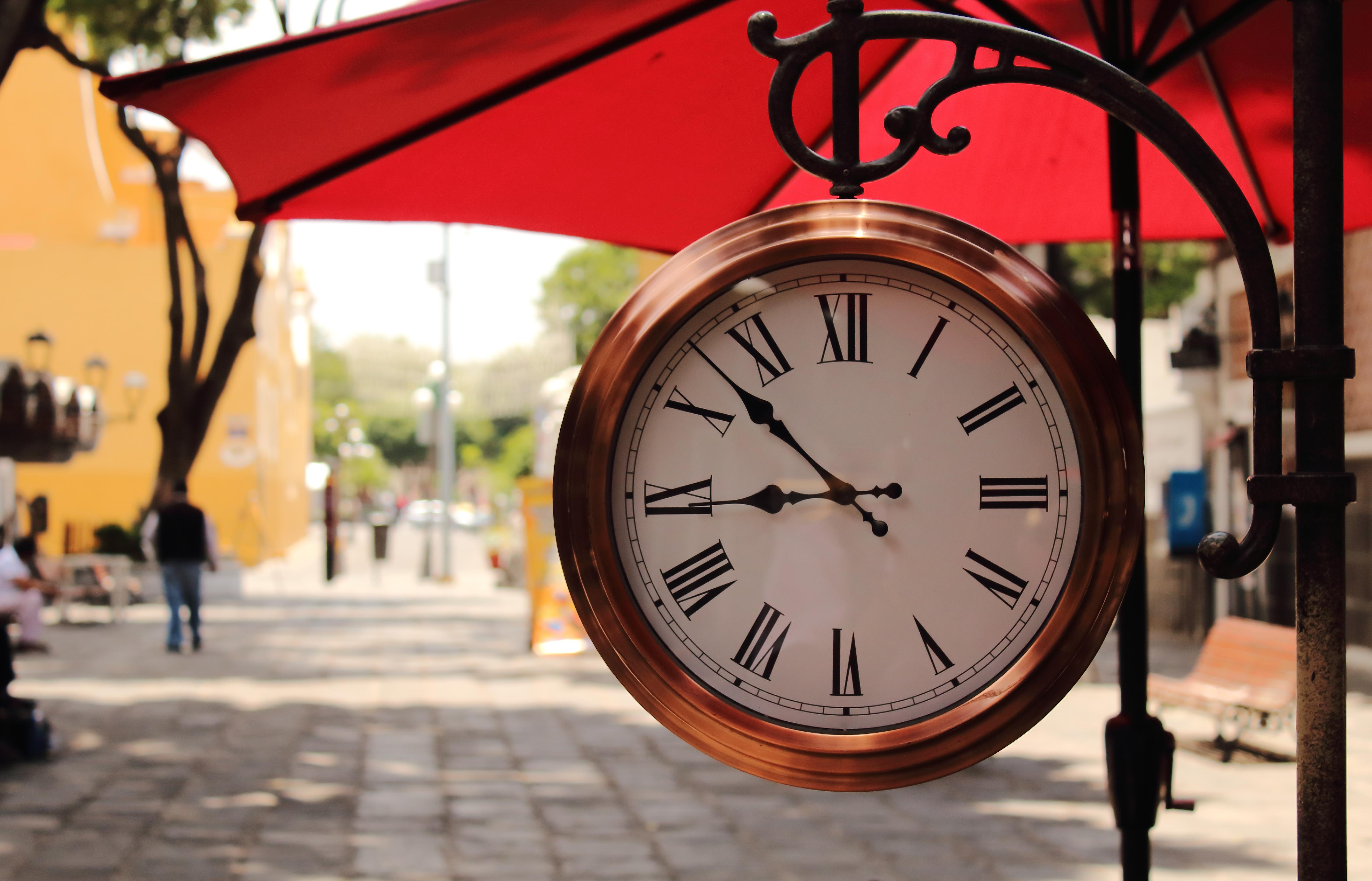 ed2304704b09 Reloj - Wikiwand