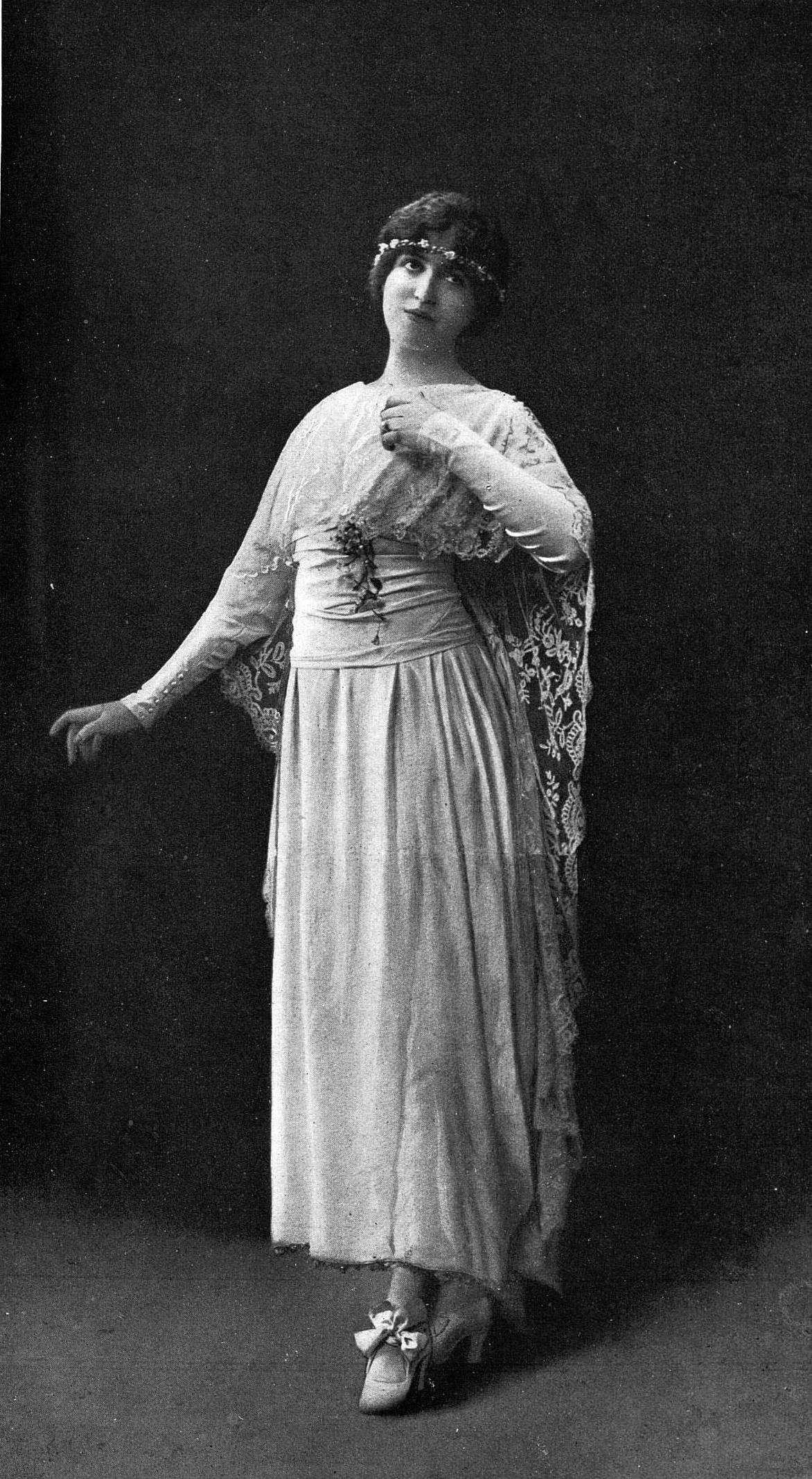 De Par Redfern robe Wikipédia Mariée 1918 Cropped jpg — Fichier vNwPy80mnO