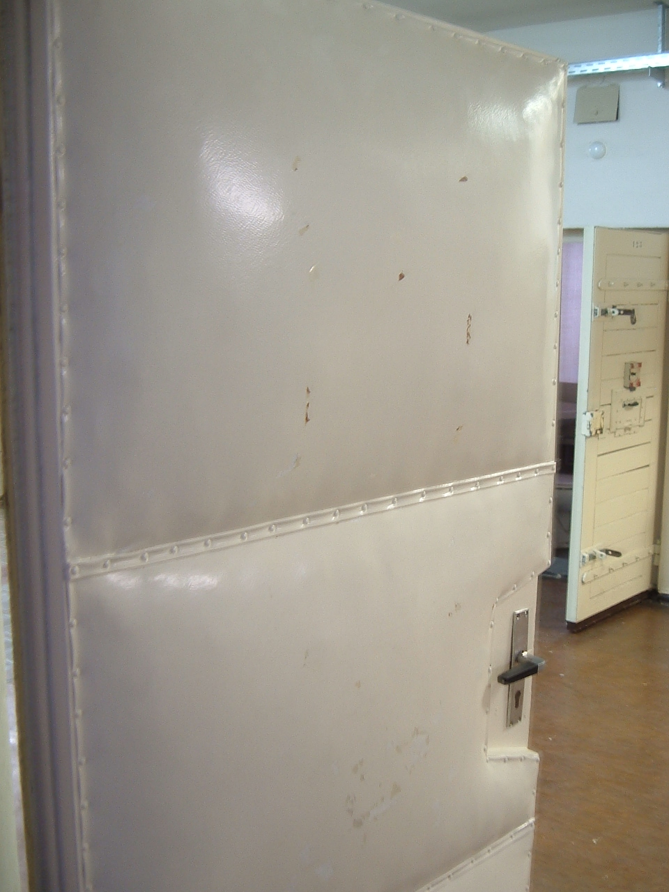 Bon File:Stasi Padded Door.JPG