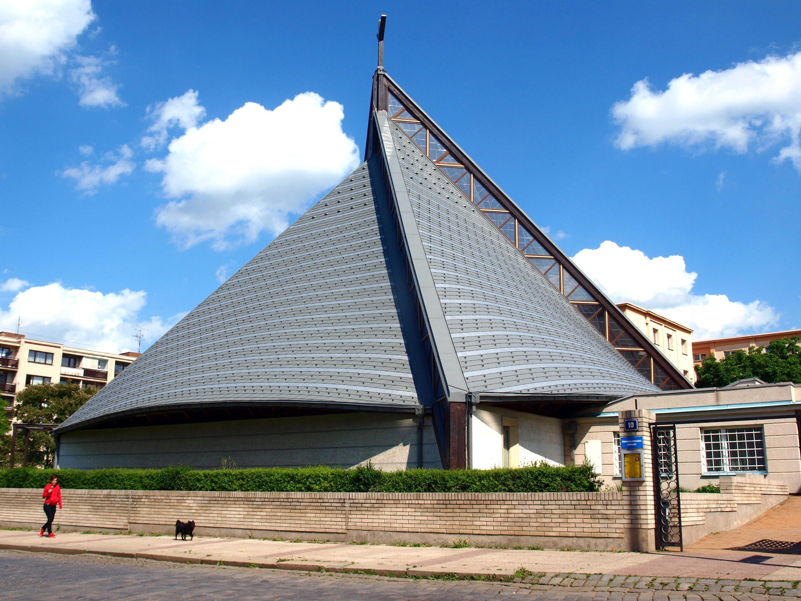 Římskokatolická farnost u kostela Neposkvrněného Početí Panny Marie Praha-Strašnice  – Wikipedie 7dee5254a7