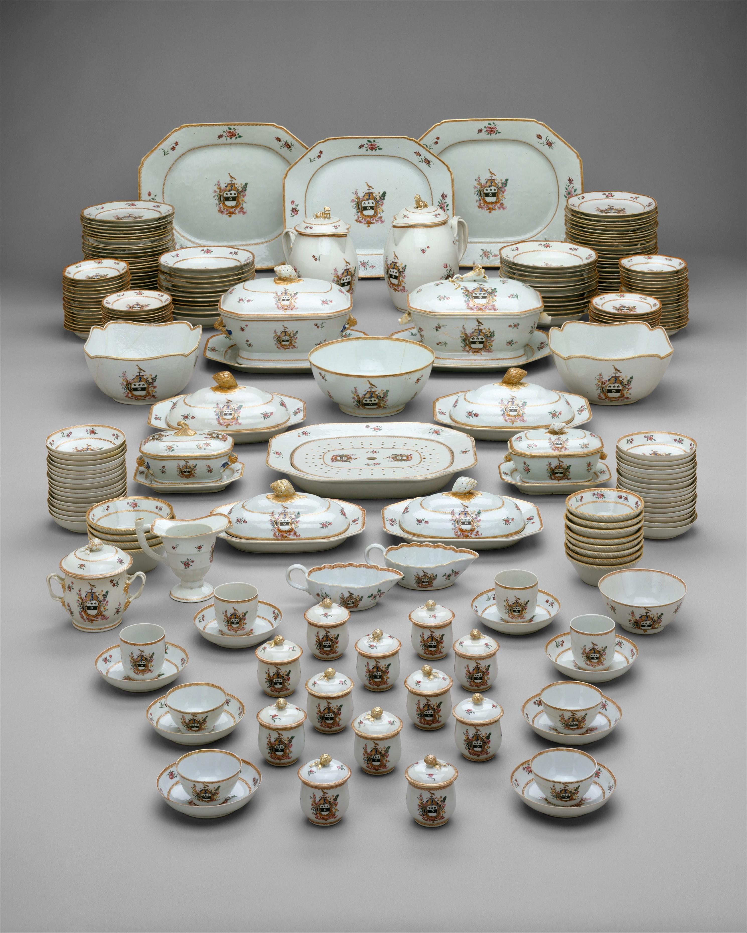 Chinesische Export Famille Rose Mandarin Porzellantasse und Untertasse.