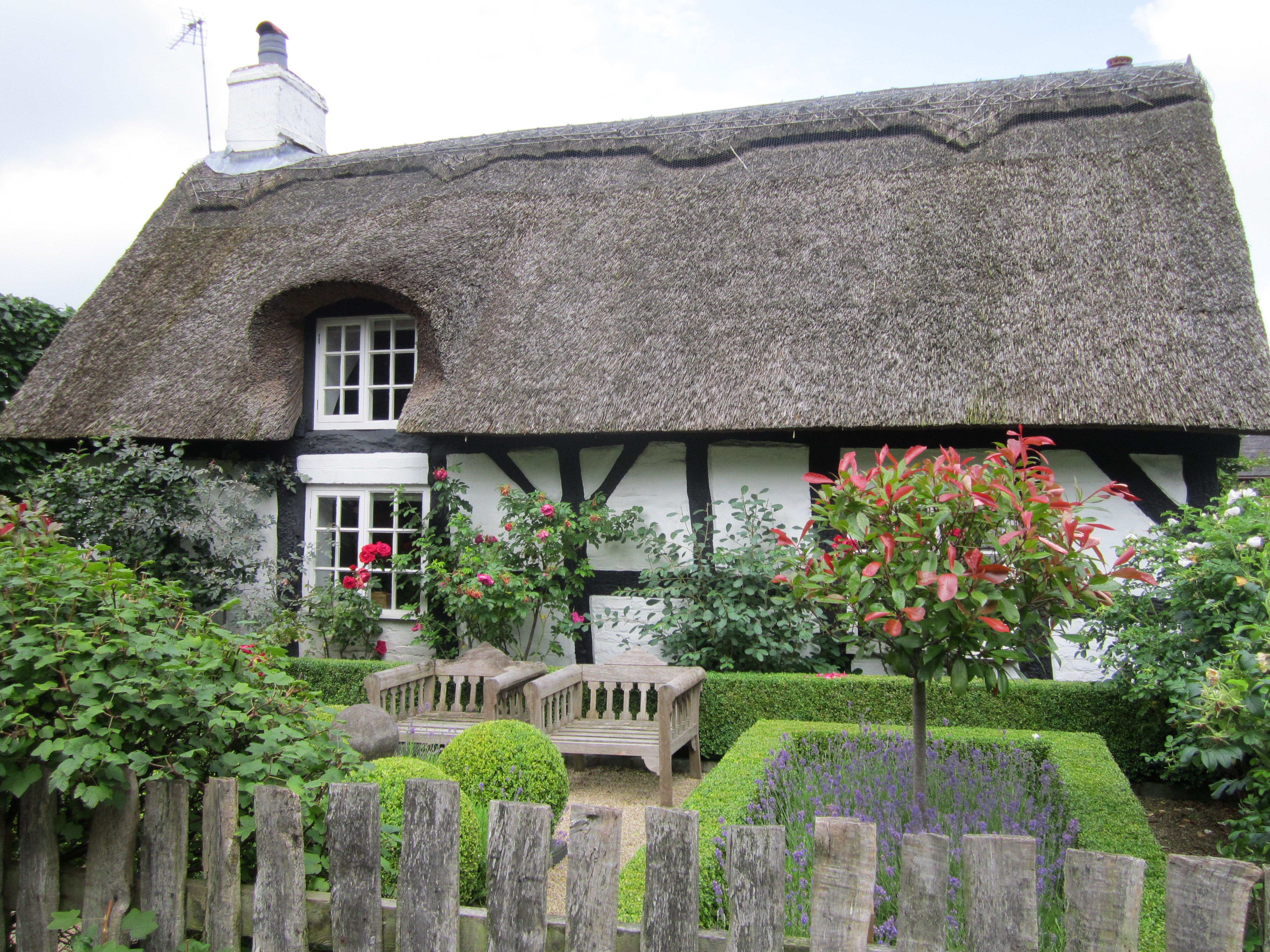 File Thatched Cottage Knutsford Jpg Wikimedia Commons