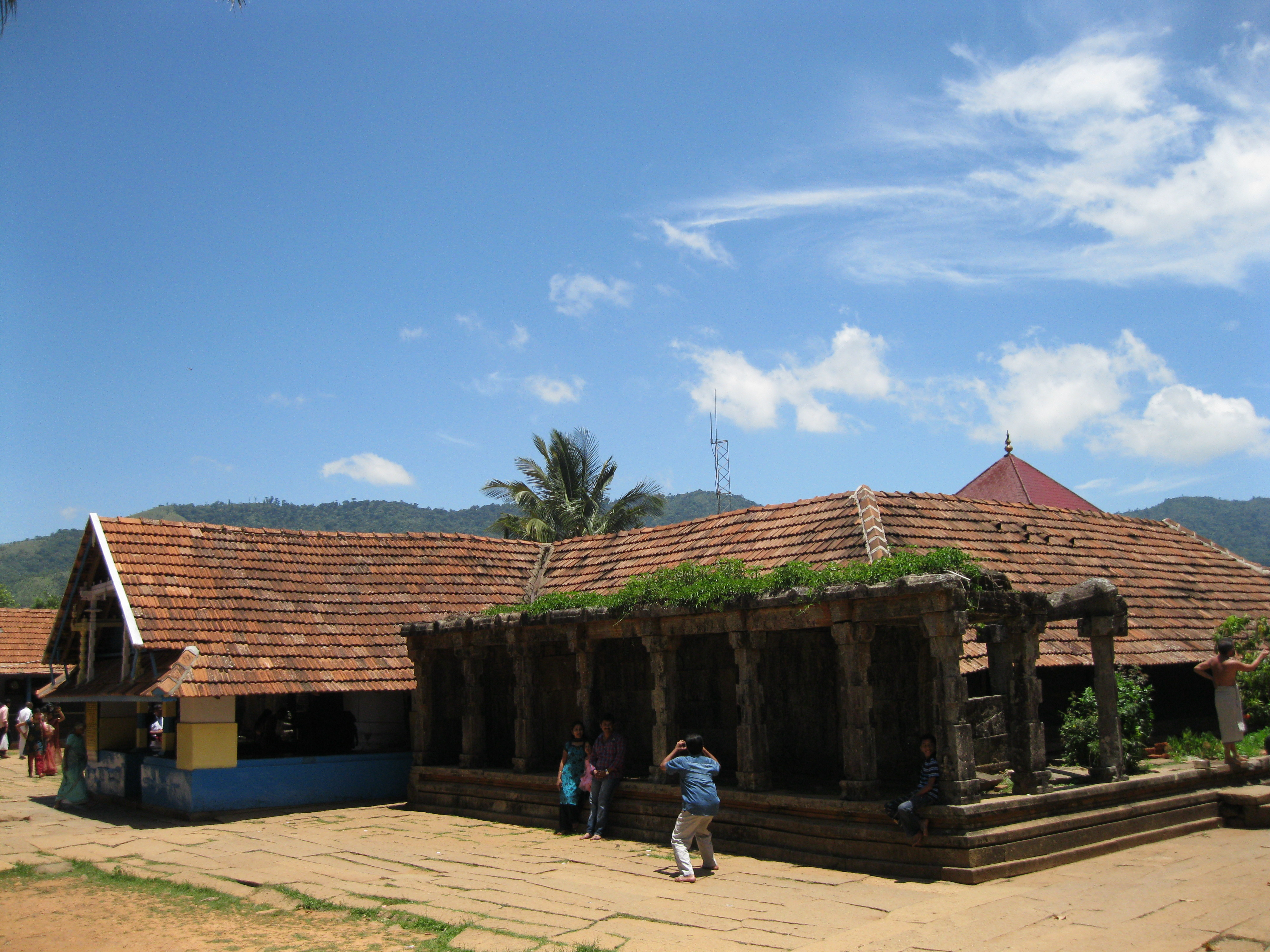 10 Famous Temples of Kerala - Paradise Holidays, Cochin Pictures of kerala temples