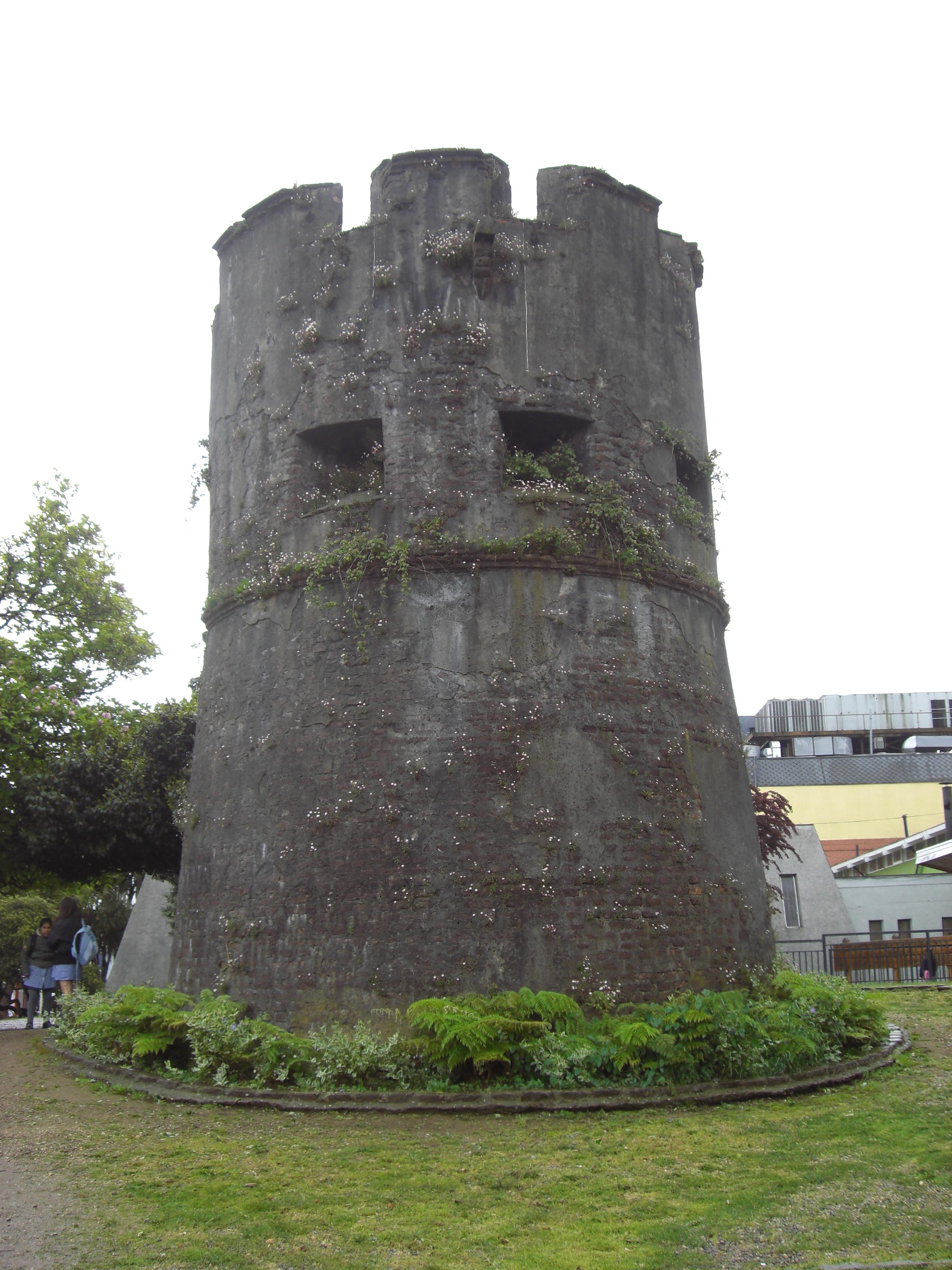 File Torre 243 N Del Barro Valdivia Chile Jpg Wikimedia
