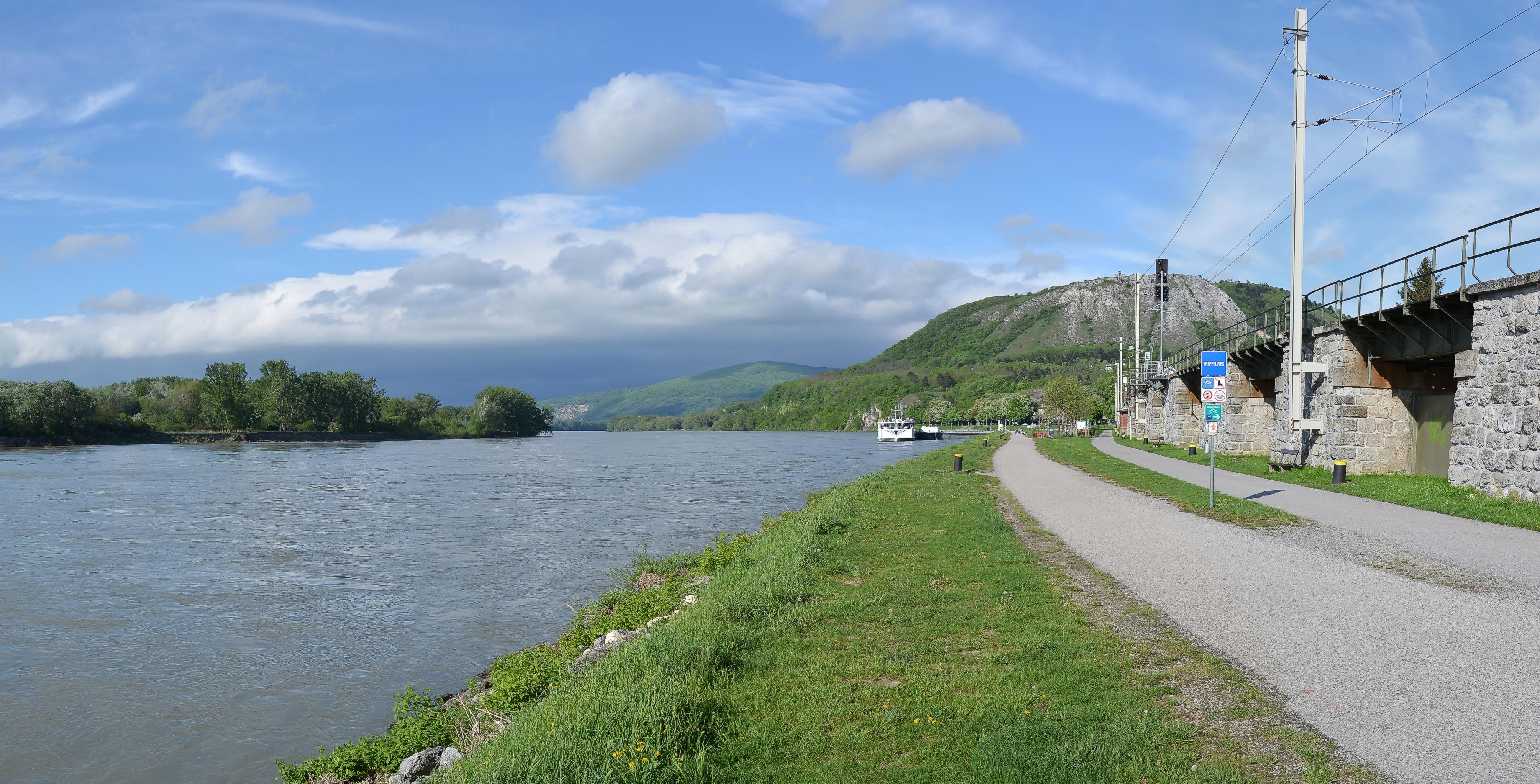 File:Treppelweg und Donau - Hainburg an der Donau.JPG ...