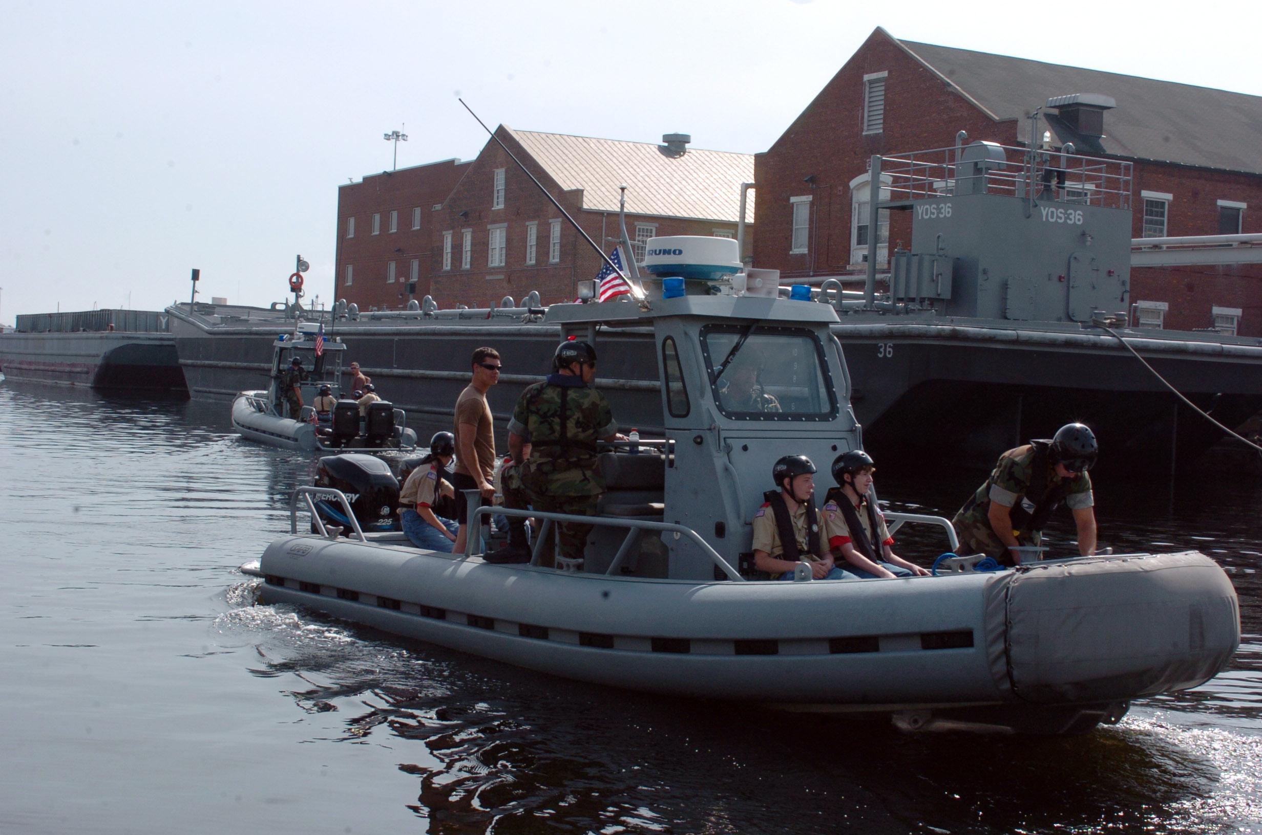 File:US Navy 060414-N-5681S-059 Boy Scout Troop 256 from