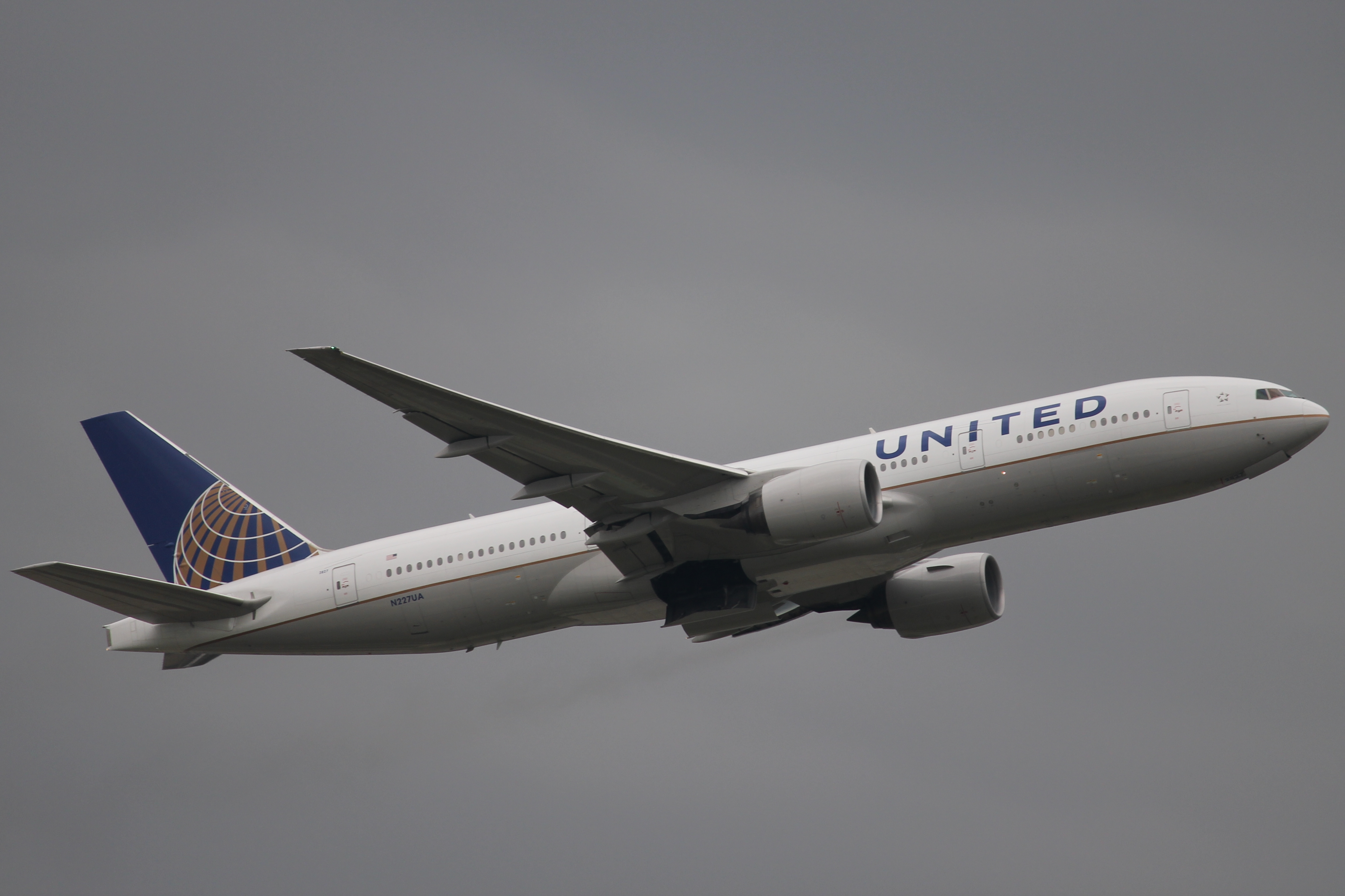 File:United 772 N227UA.JPG